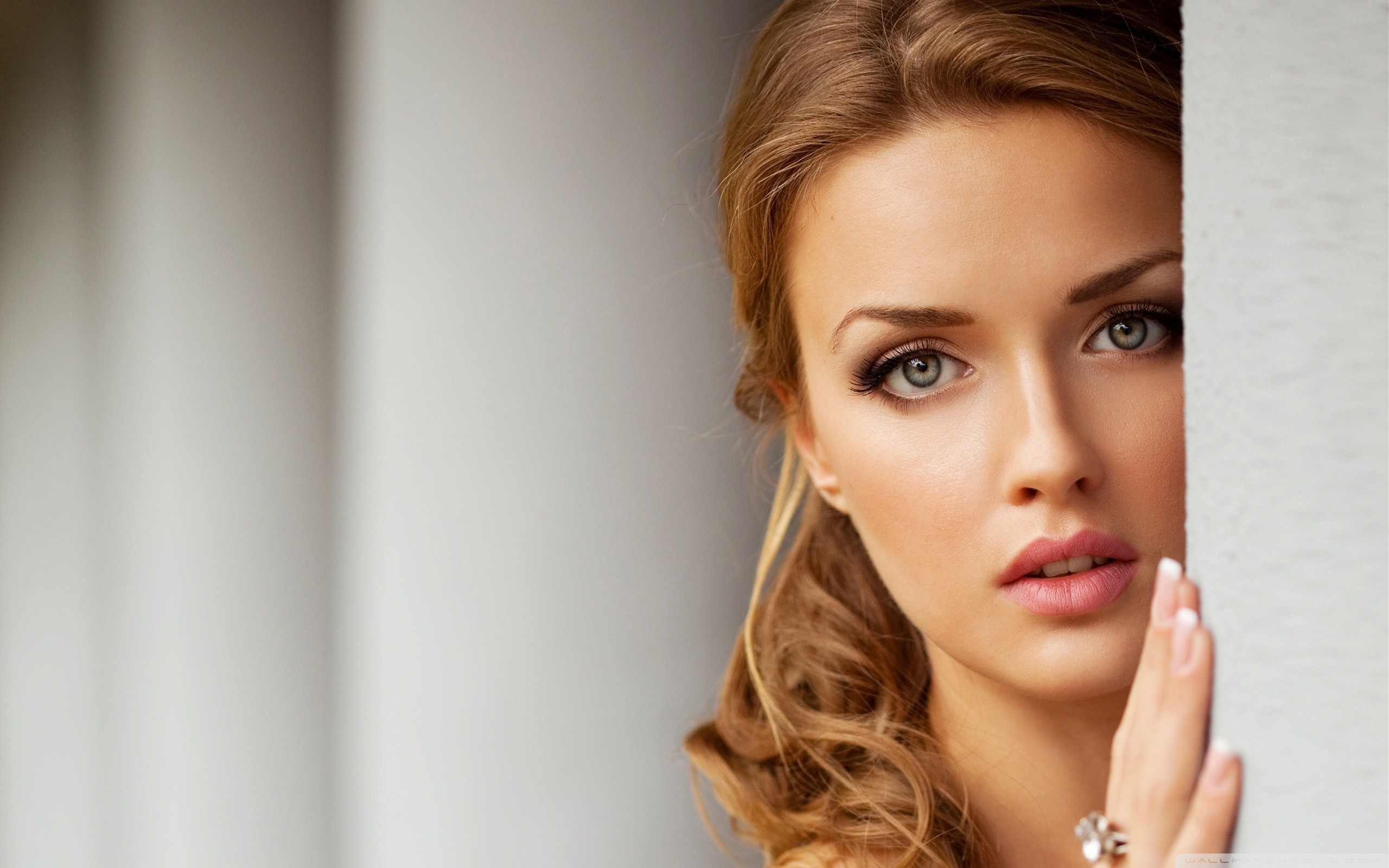 Beautiful Women Wallpaper