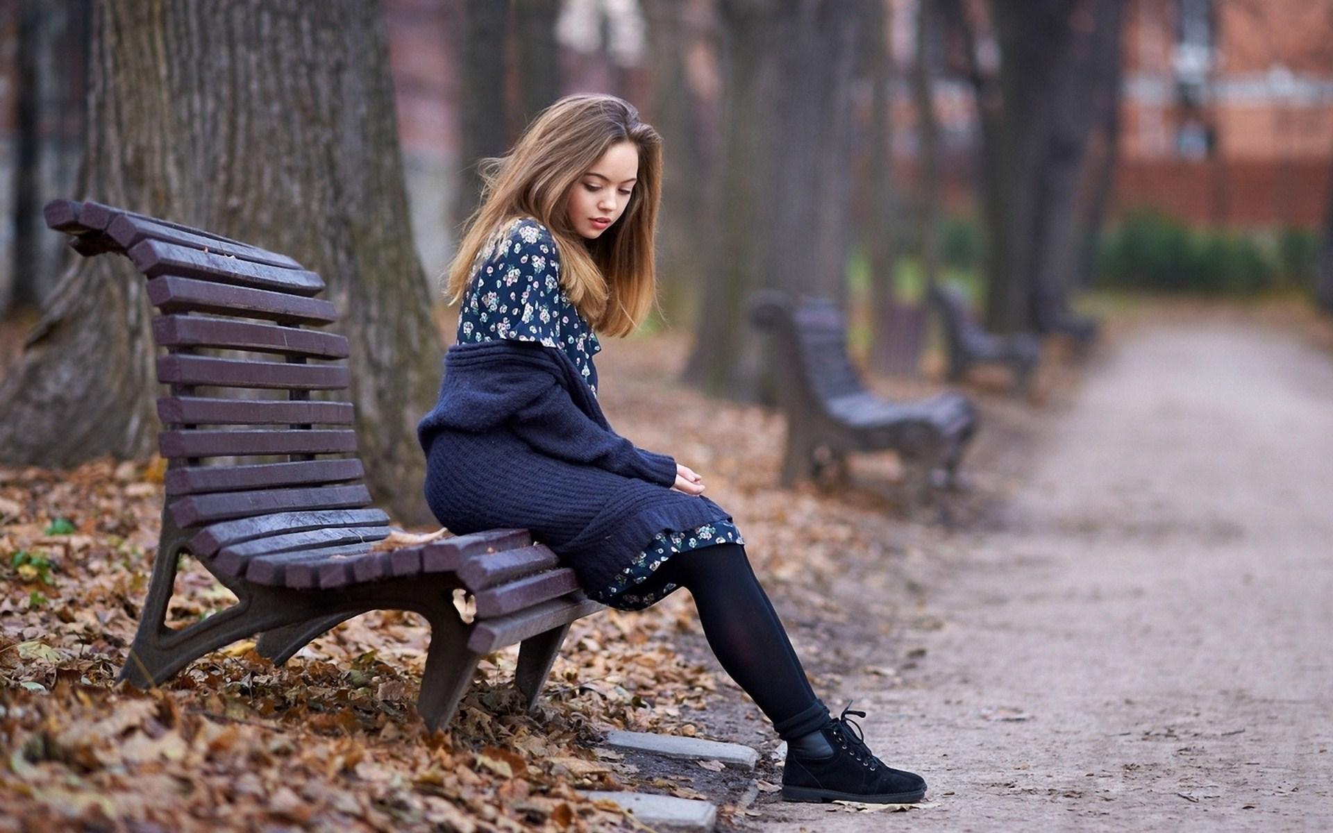 Beauty Blonde Girl Park Bench Autumn Photo