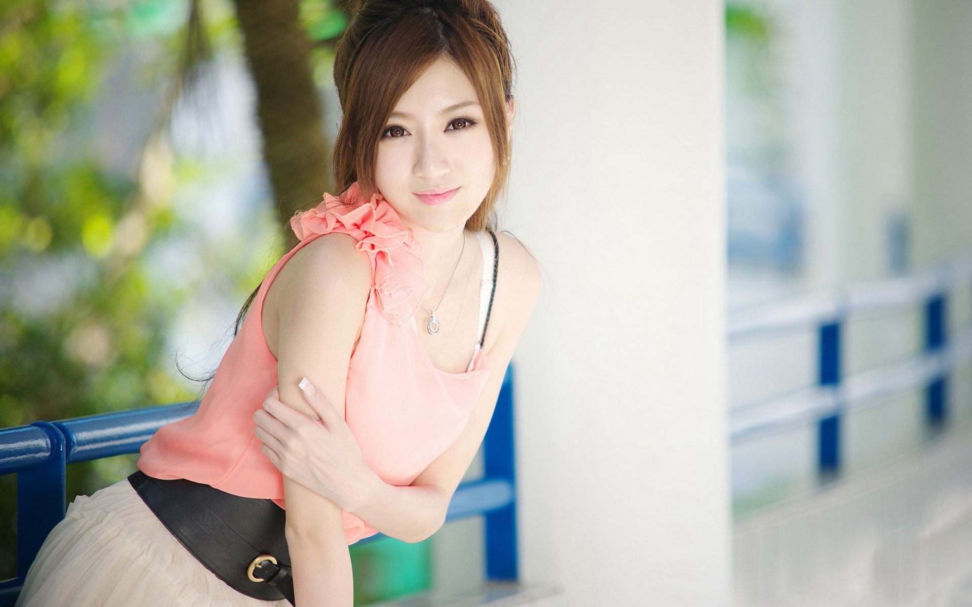 Beautiful-Girl-in-Pink-Dress-Showing-Her-Snowy-Skin-Face-Has-Been-Brightened-up-What-a-Beauty-HD-Attractive-Girls-Wallpaper.jpg (1920×1200) | nice | ...