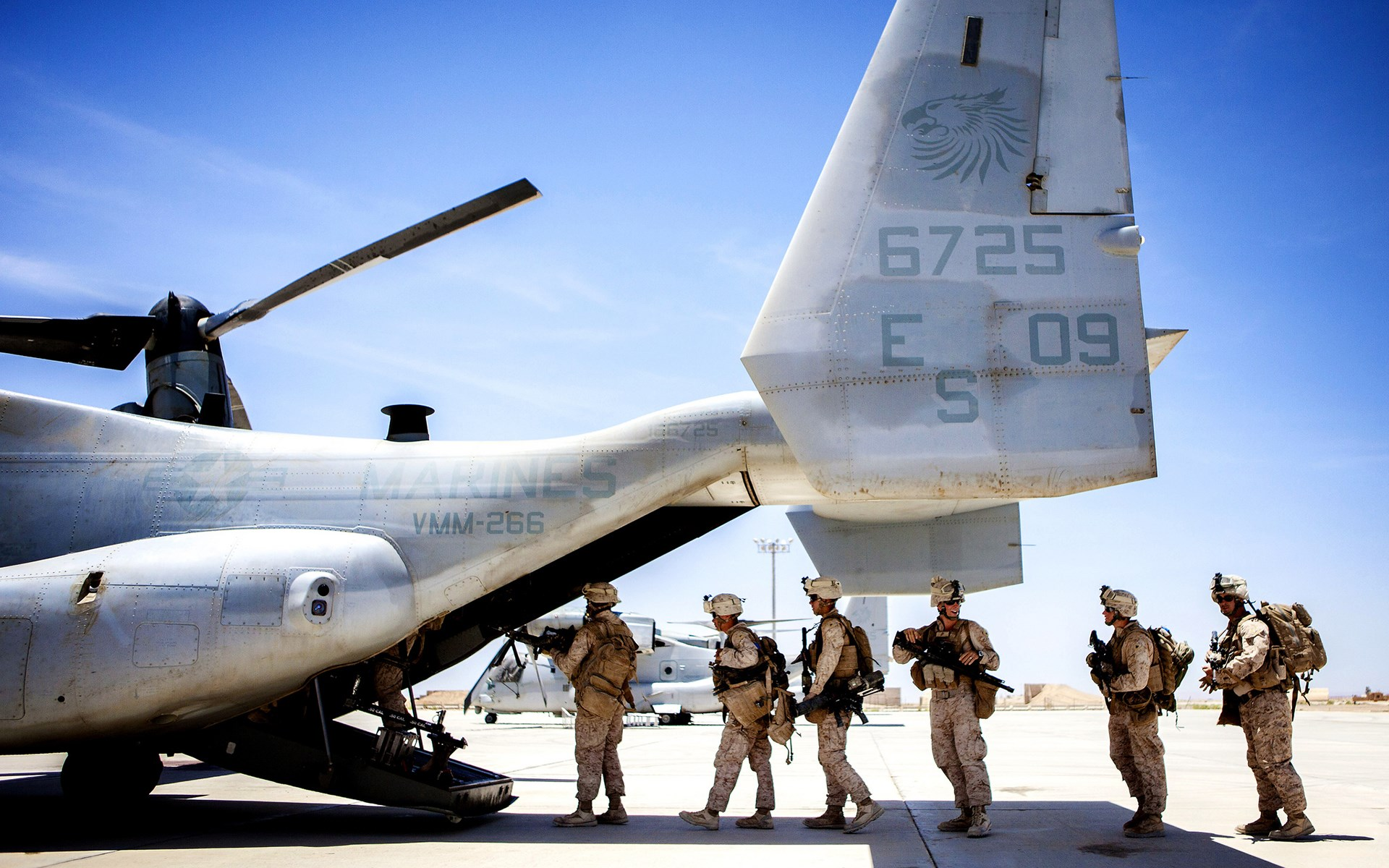 Bell Boeing V-22 Osprey Aircraft Soldiers