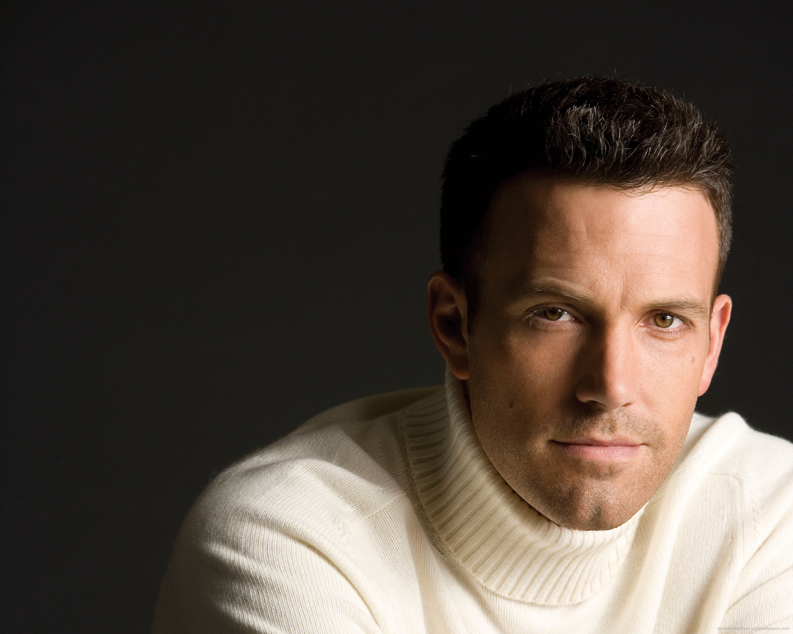 ... Ben Affleck In A Light Turtleneck Sweater for 2560x2048