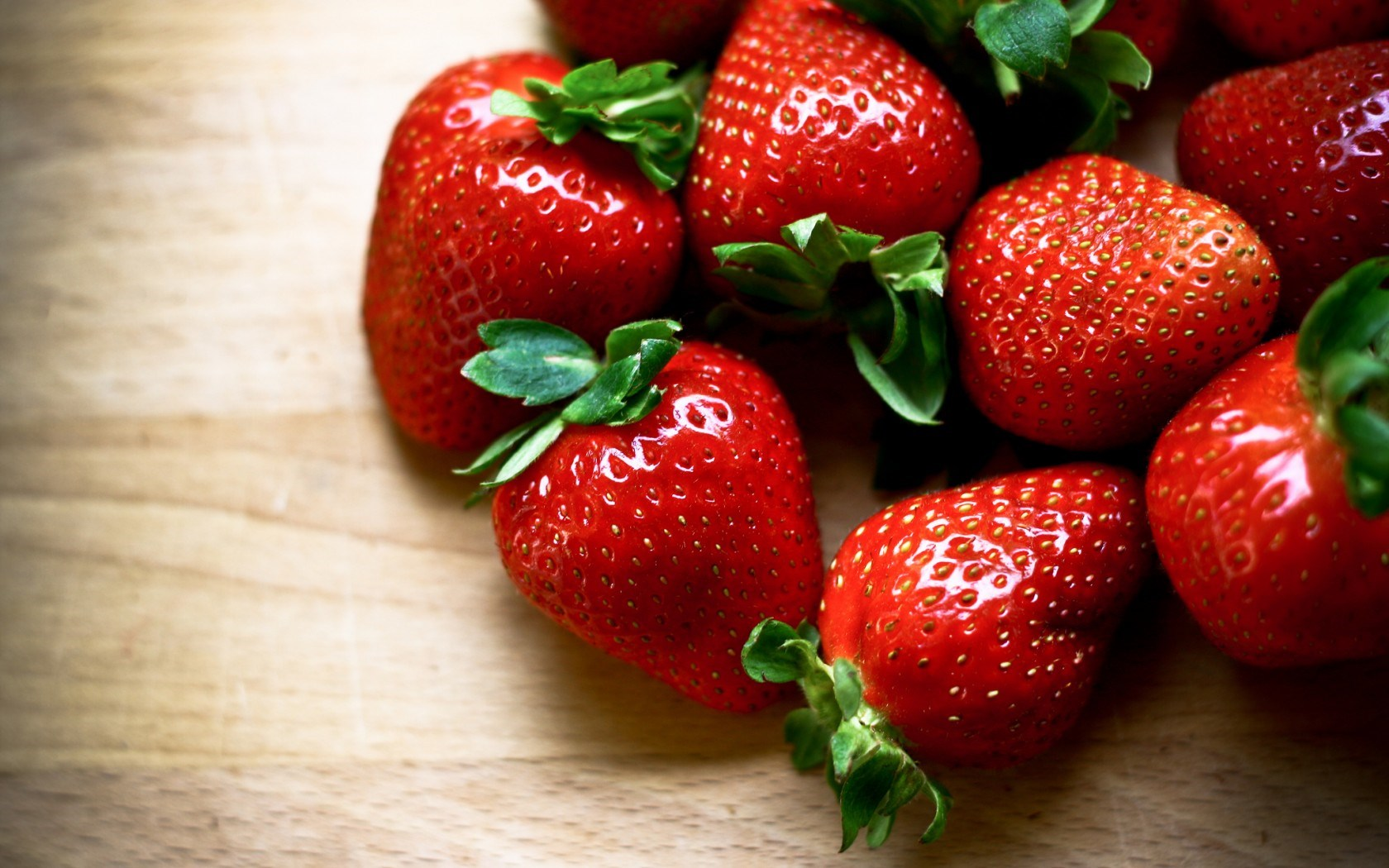 strawberries-red-ripe-berries-hd-wallpaper