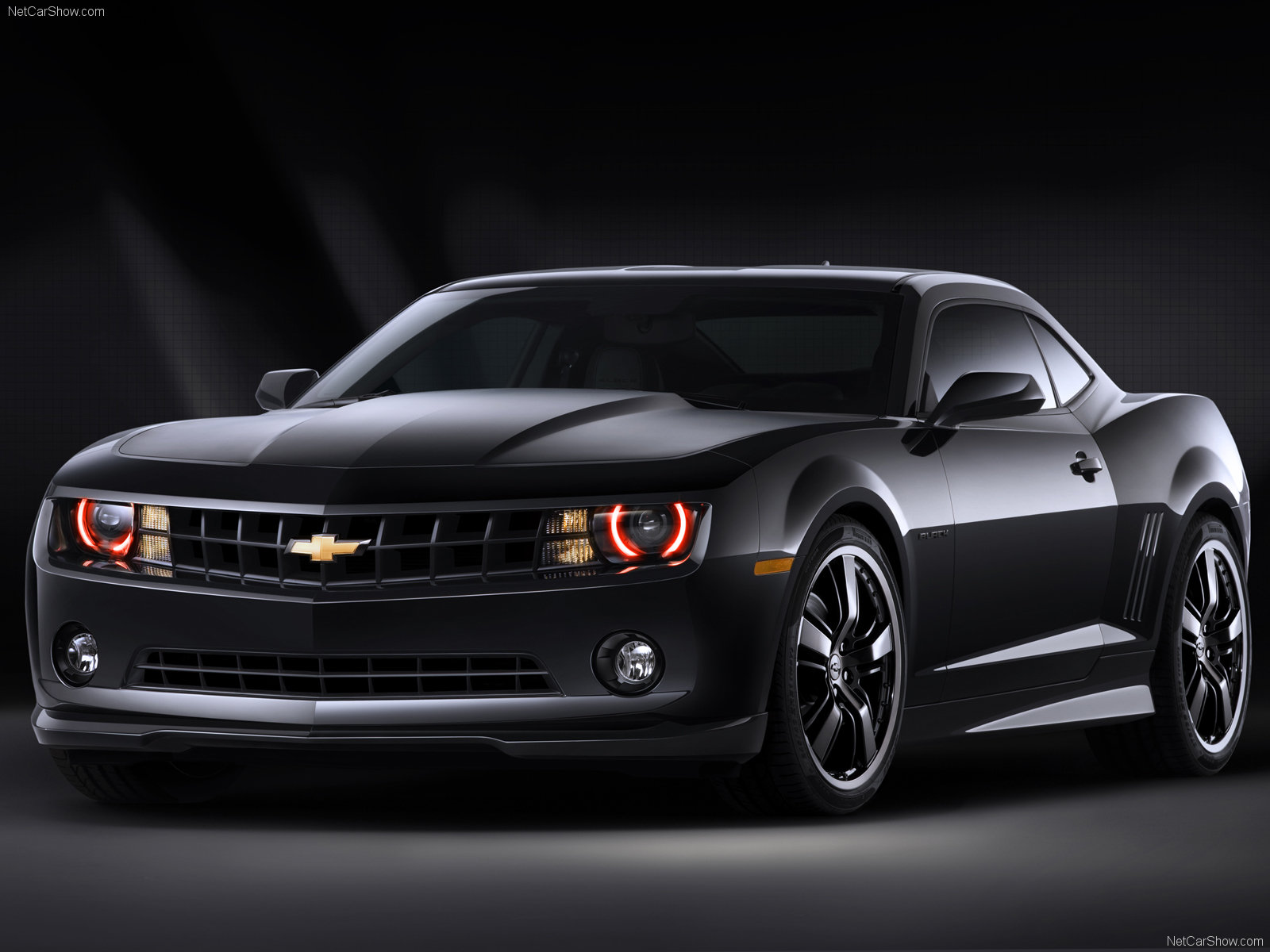 Black Chevy Camaro 2015