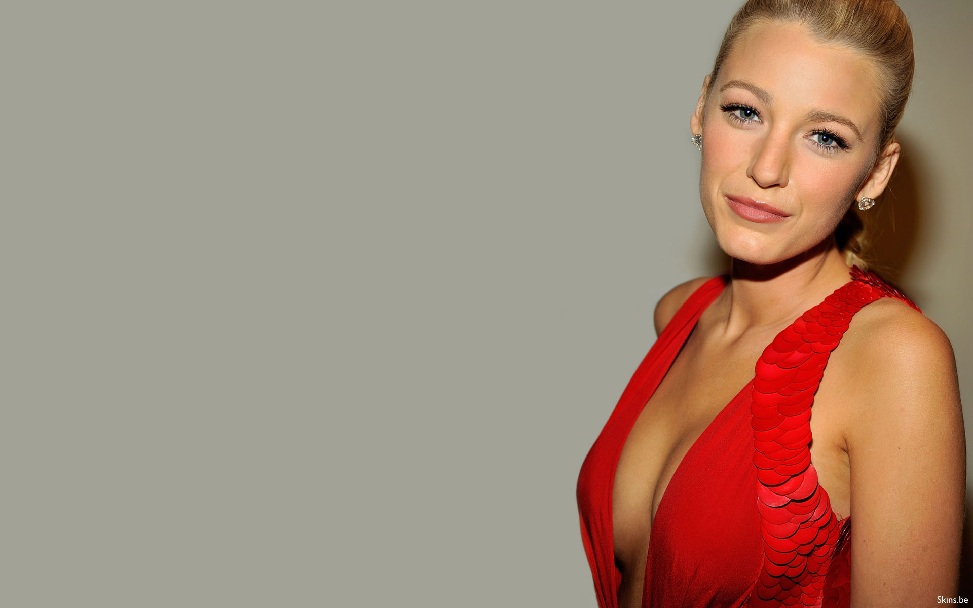 Apparently, Blake Lively Likes to Hang Out in Bed with Her Family for Seven Hours on Christmas Day - StarsZap - Latest News Updates