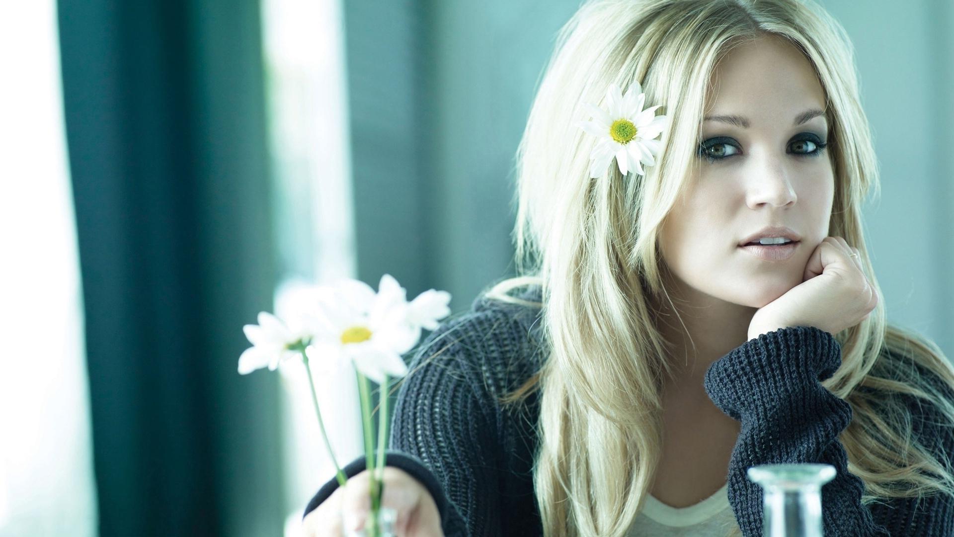 Blonde Carrie Underwood Singer Actress Photo