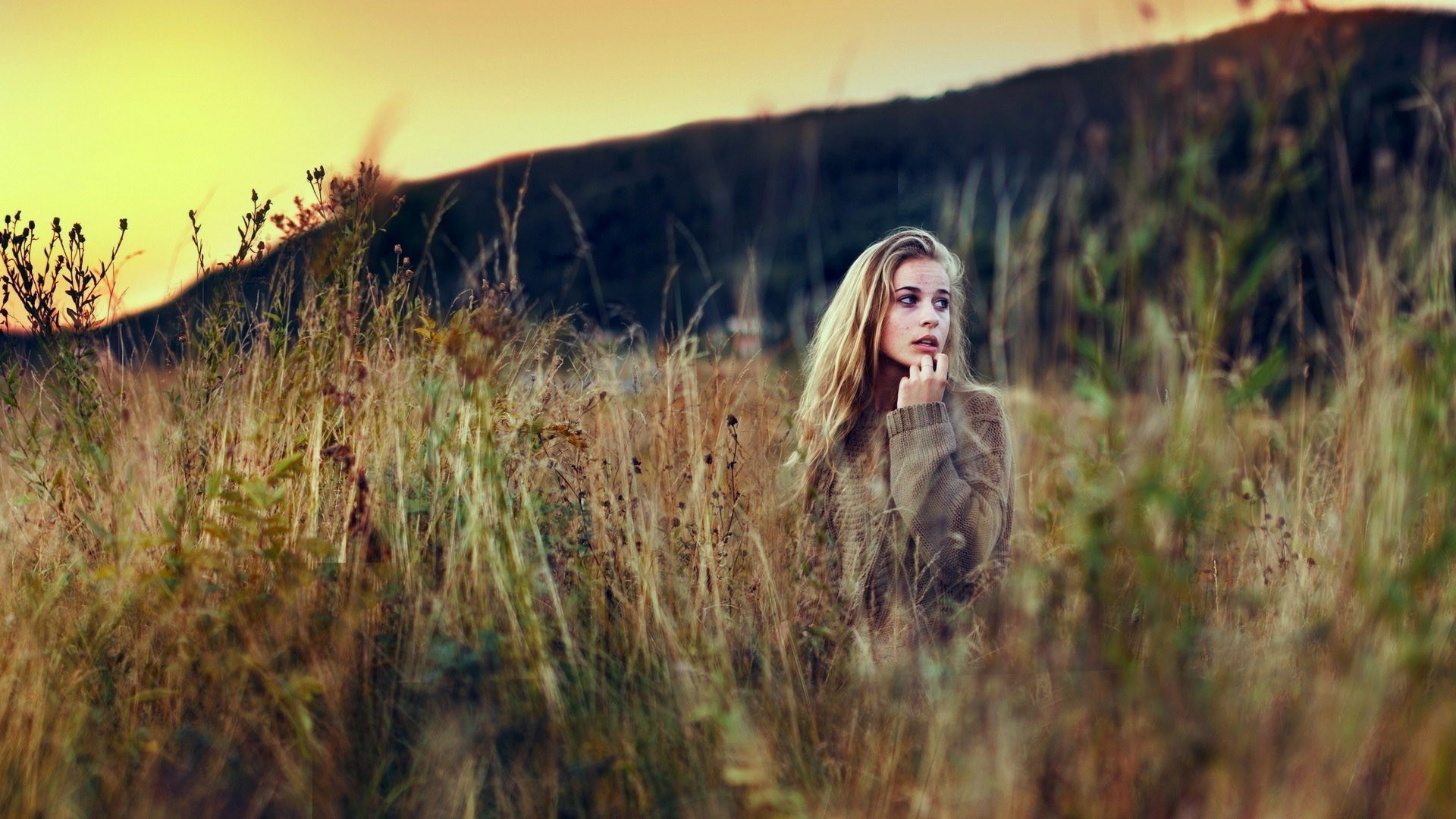 Blonde Girl Field Grass