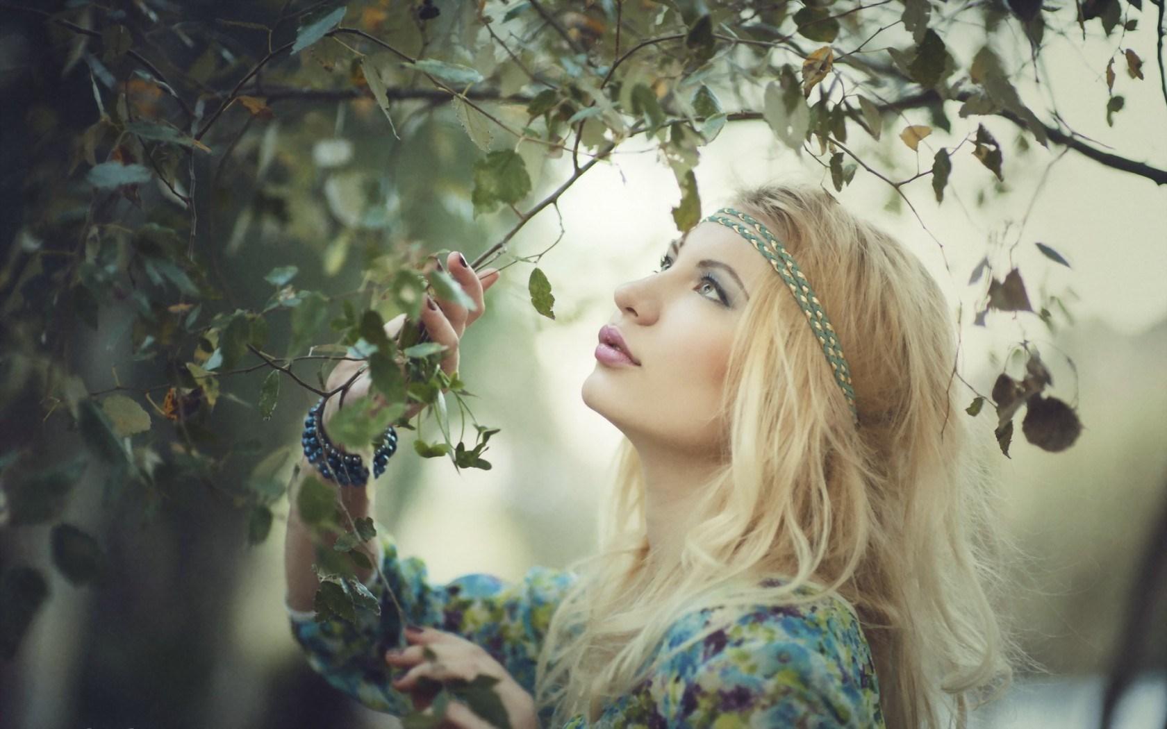 Blonde Model Tree Leaves