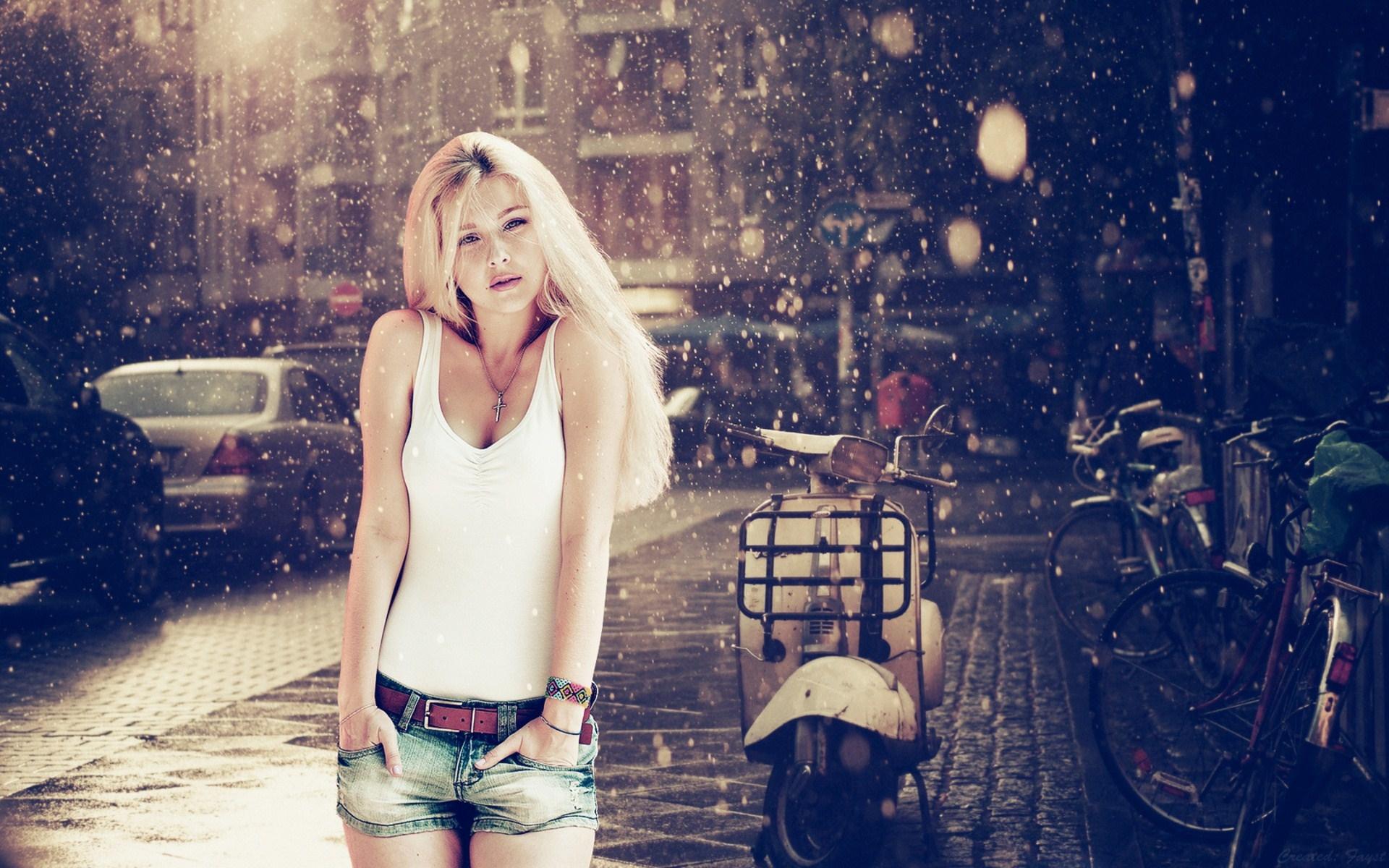 London Street Scooter Rain Lovely Blonde Girl Photo 0469