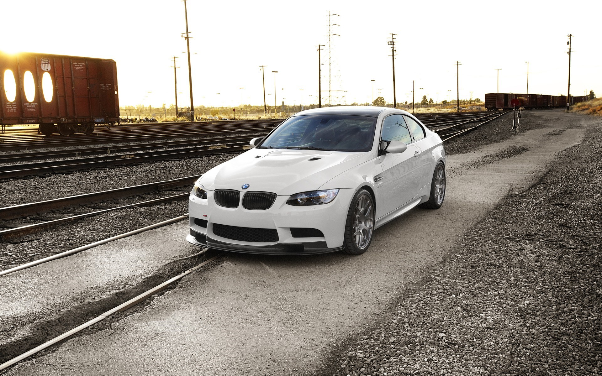 BMW M3 E92 White Railroads
