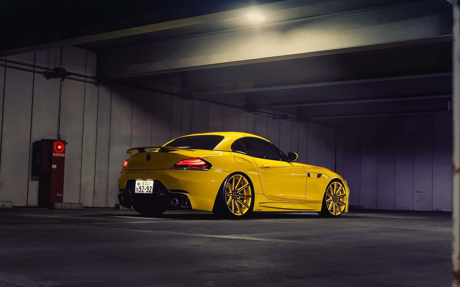 BMW Z4 Yellow Tuning Wheels Vossen Parking Japan Tokyo
