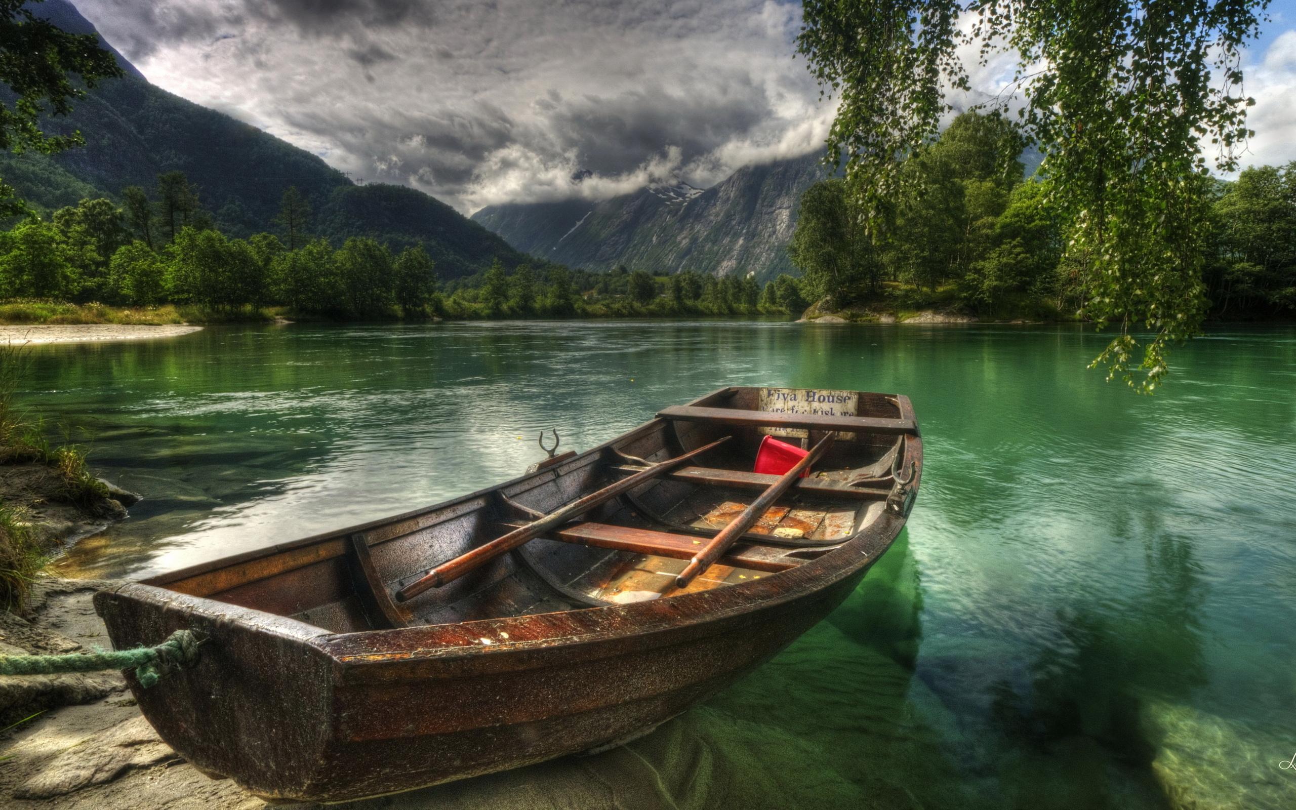 Boat Wallpaper: Wallpaper Boat in Green Mountain Lake 2560x1600px