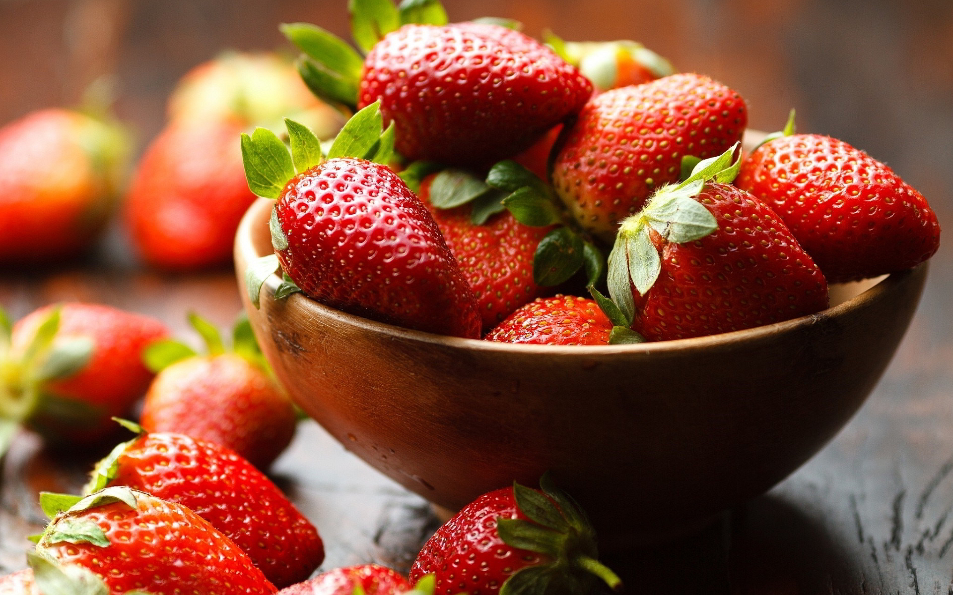 Bowl strawberries