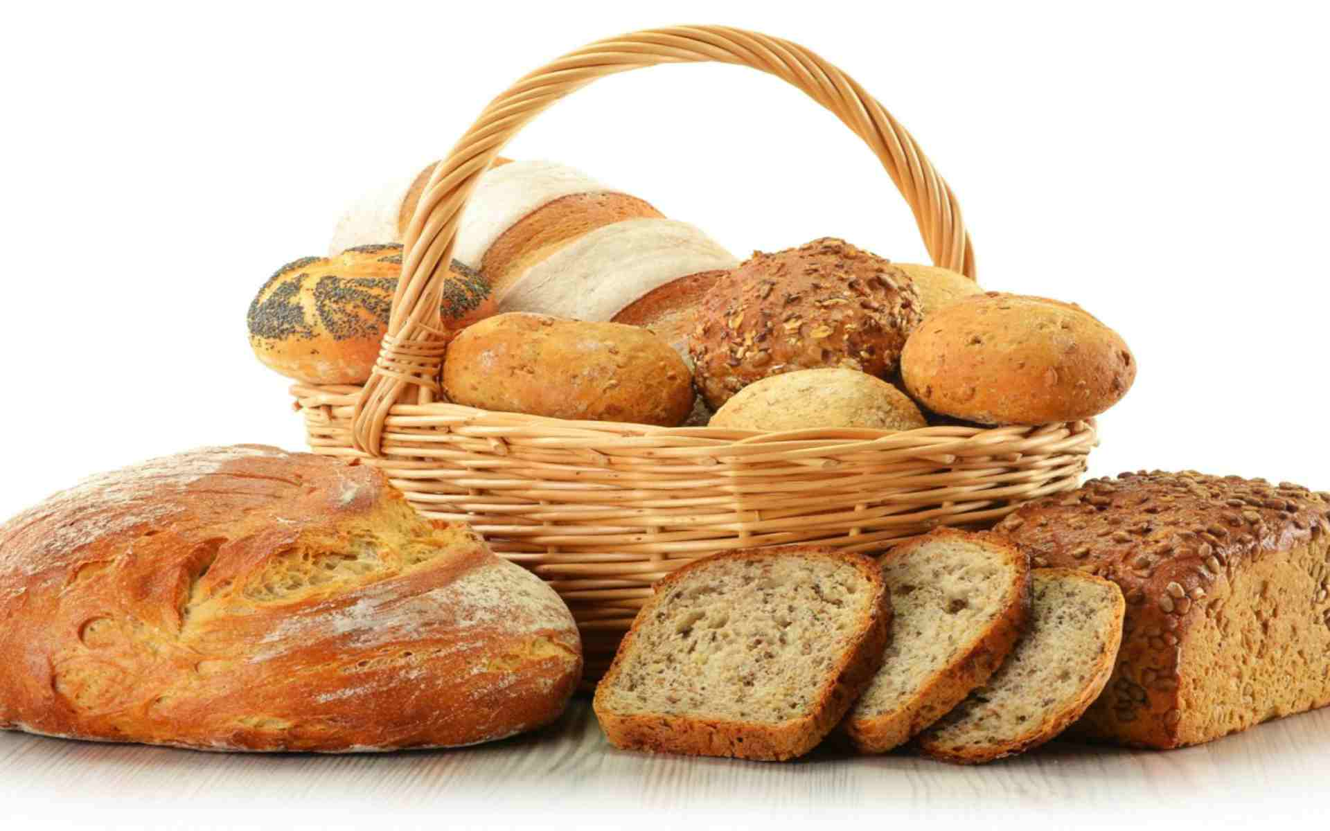 DOWNLOAD: basket bread rolls poppy seeds slices free picture 2560 x 1600
