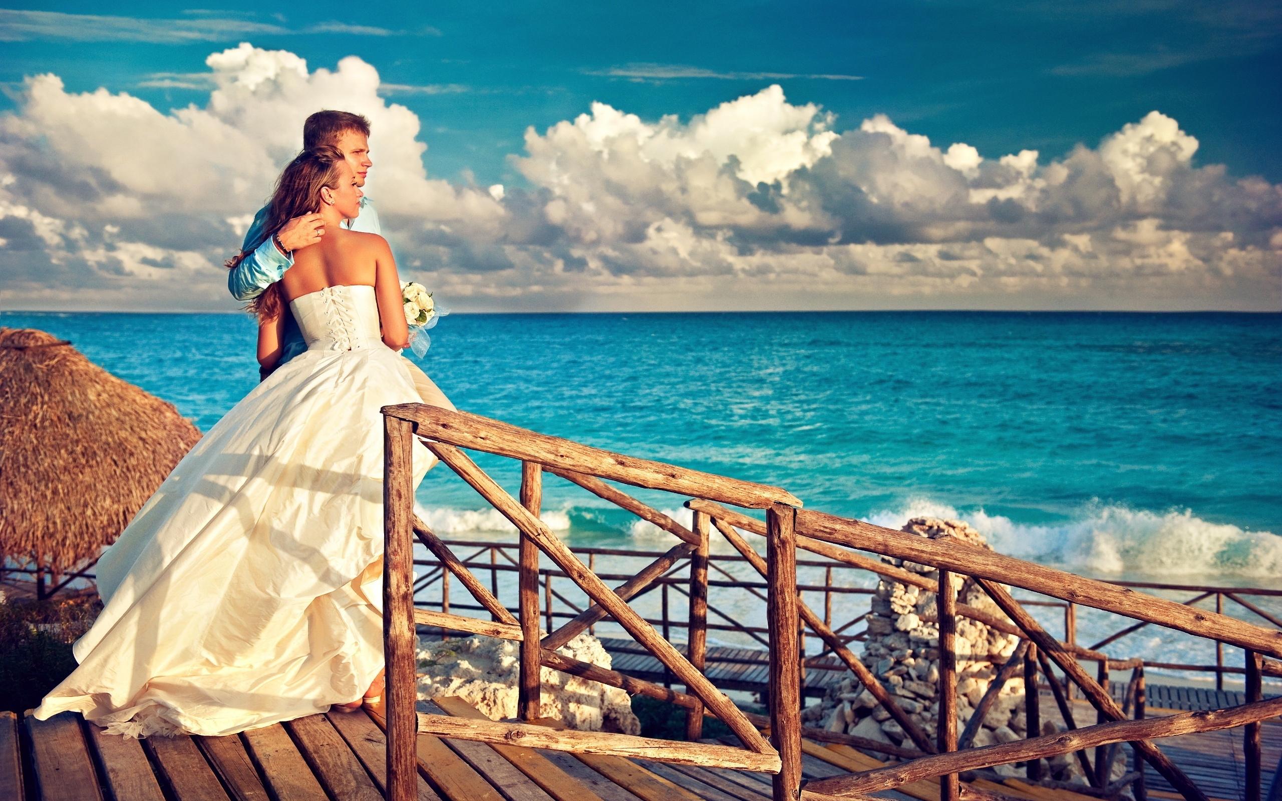 Bridal pair watch sunset