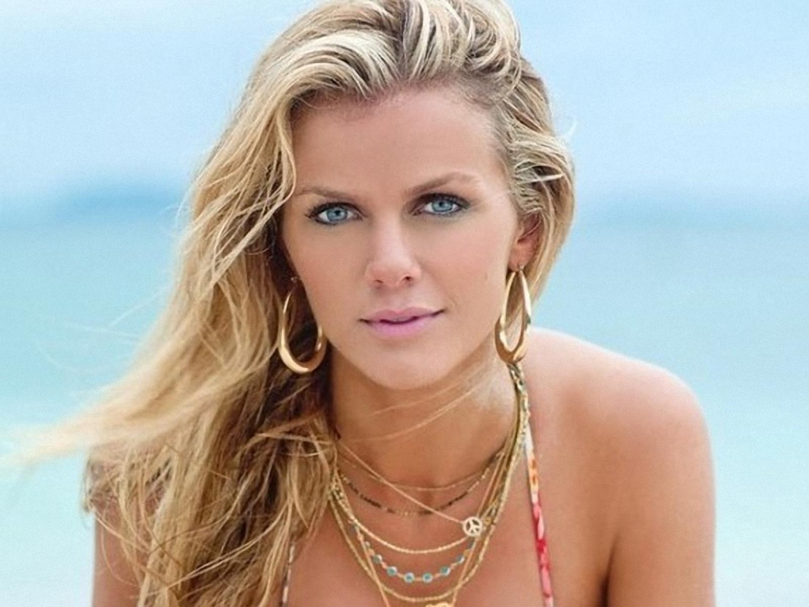 Brooklyn Decker desktop wallpaper
