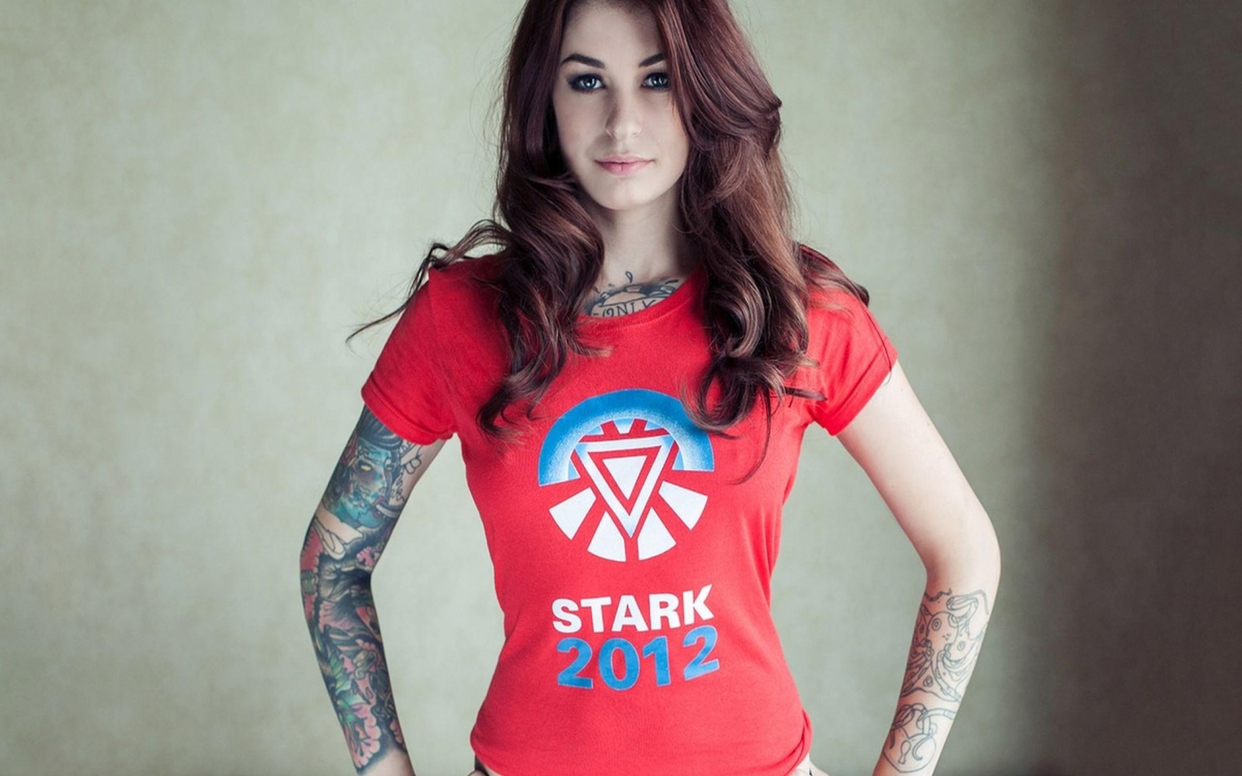 Brunette Shirt Photo