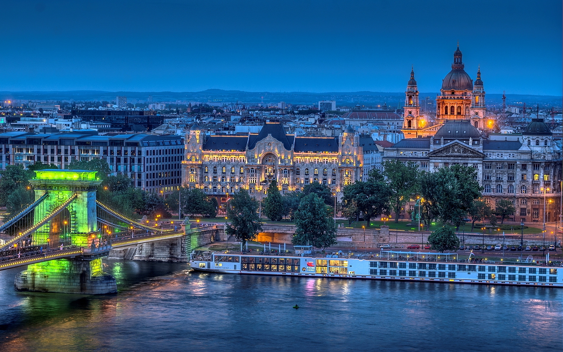 Explore Budapest! Book a place now!