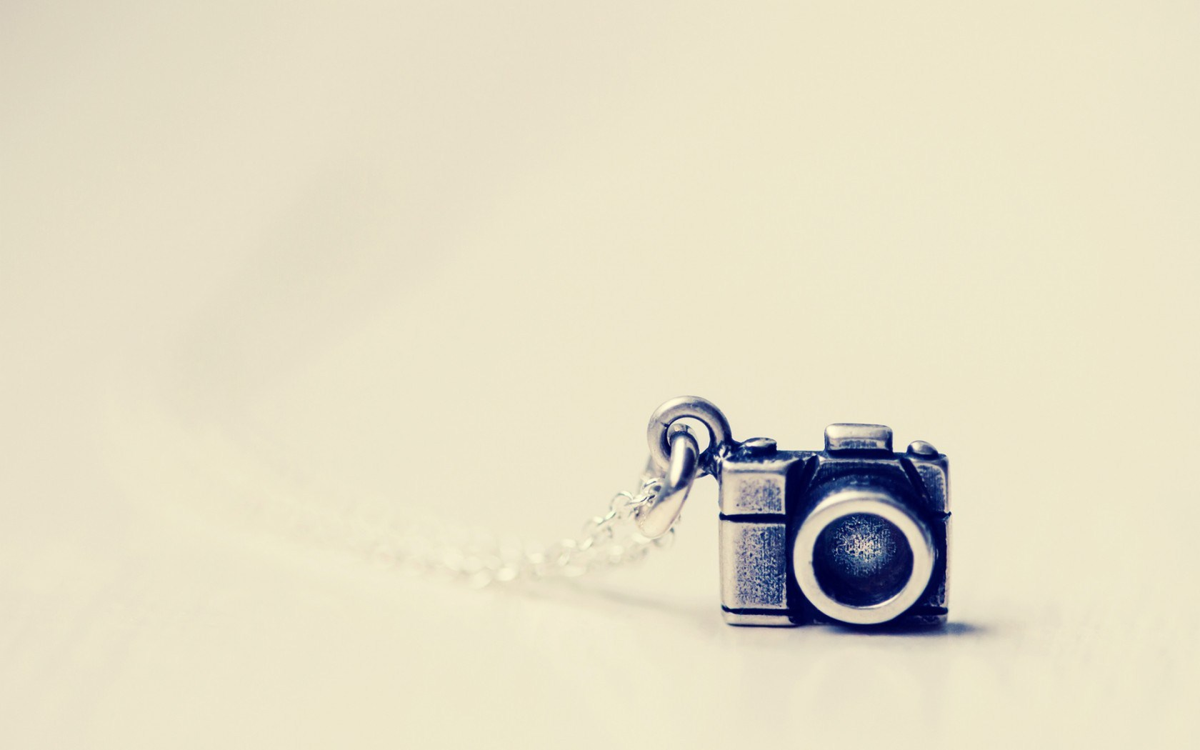 Little Camera Metal Pendant HD Wallpaper