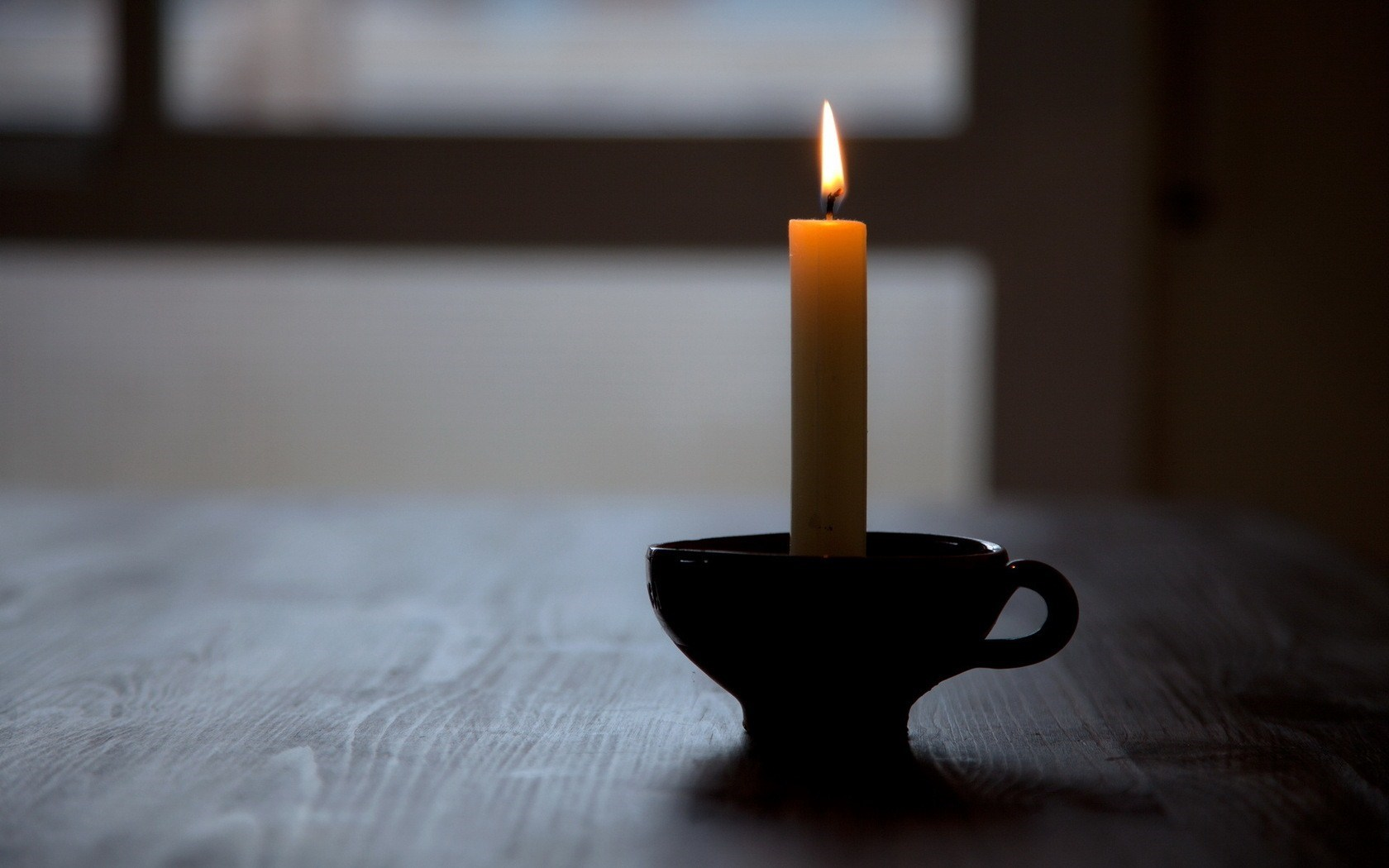 Candle-Table-Close-Up-Photo