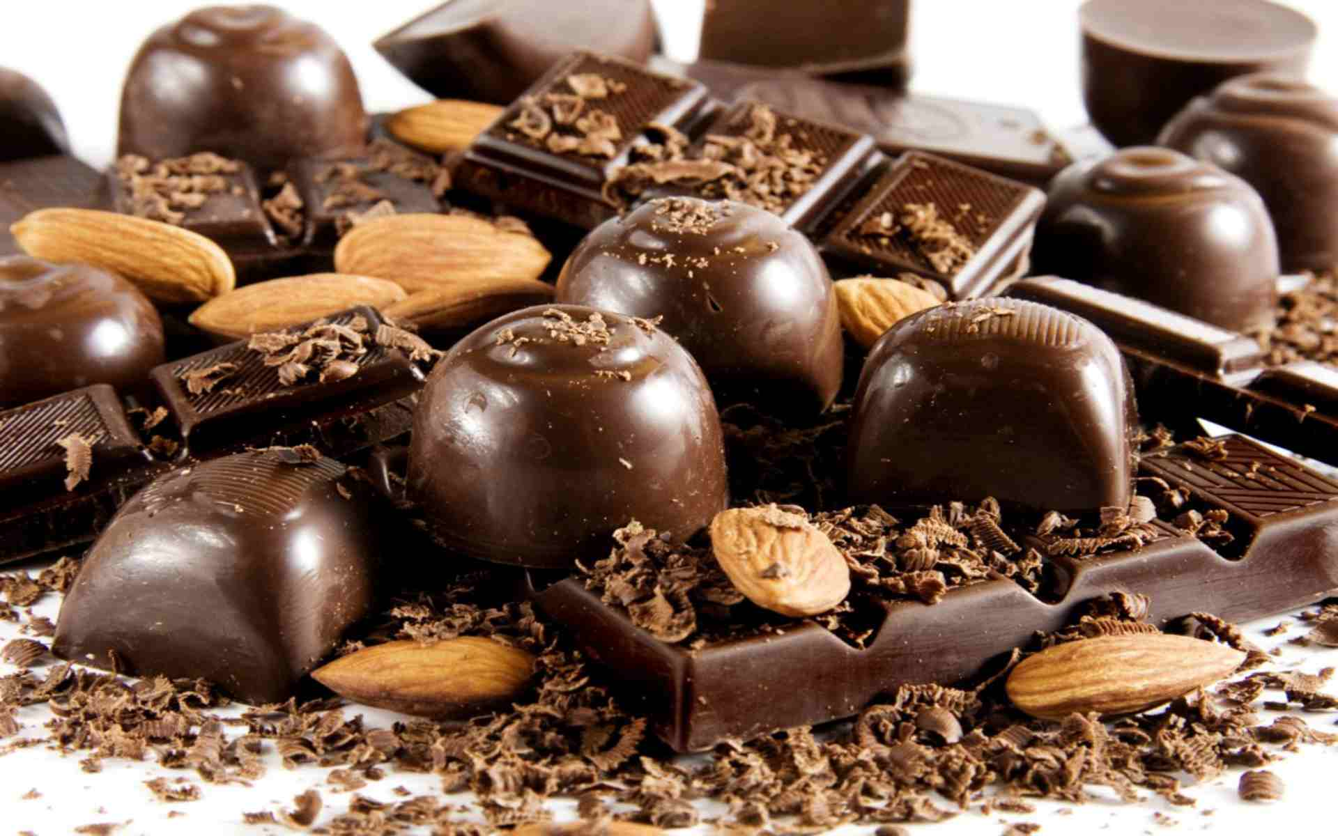 DOWNLOAD: chocolate sweets chips candy free picture 2560 x 1600