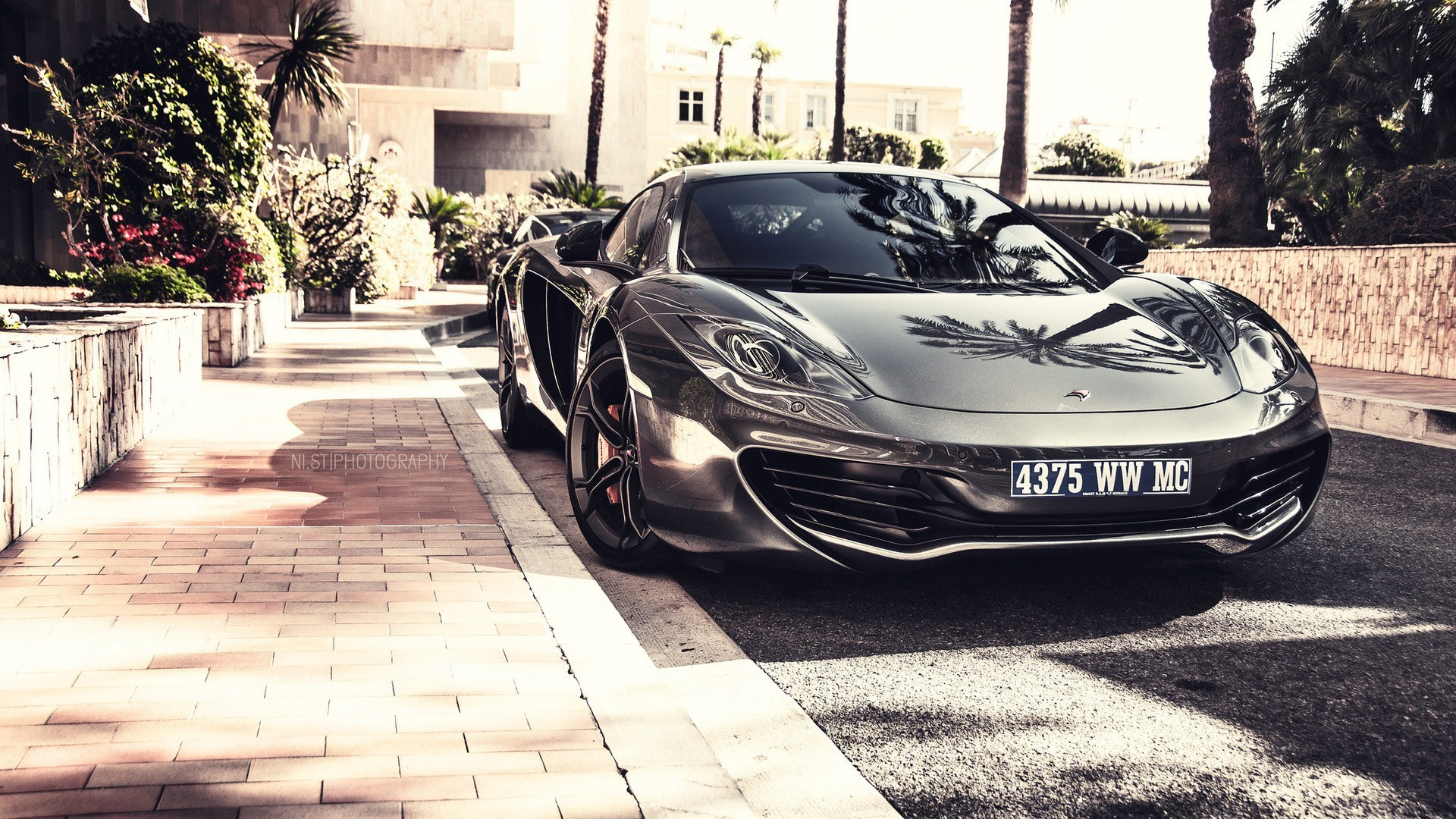 Car McLaren MP4-12C Street Photo
