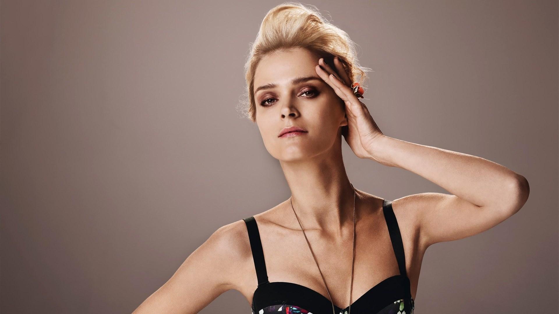 Carmen Kass Blonde Girl Fashion