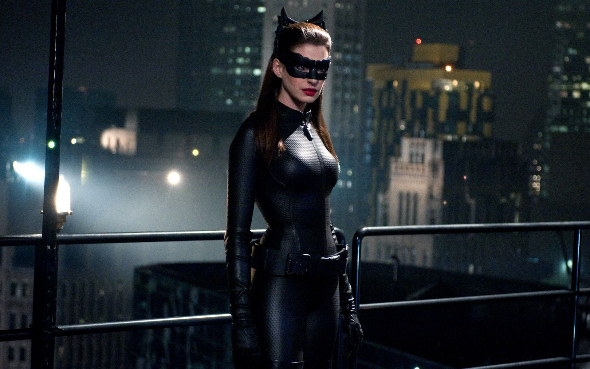 Anne Hathaway Would Like To Cameo As Catwoman In Future DC Comics Movies