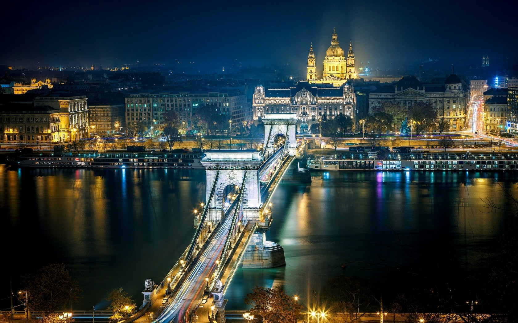 Chain bridge hungary