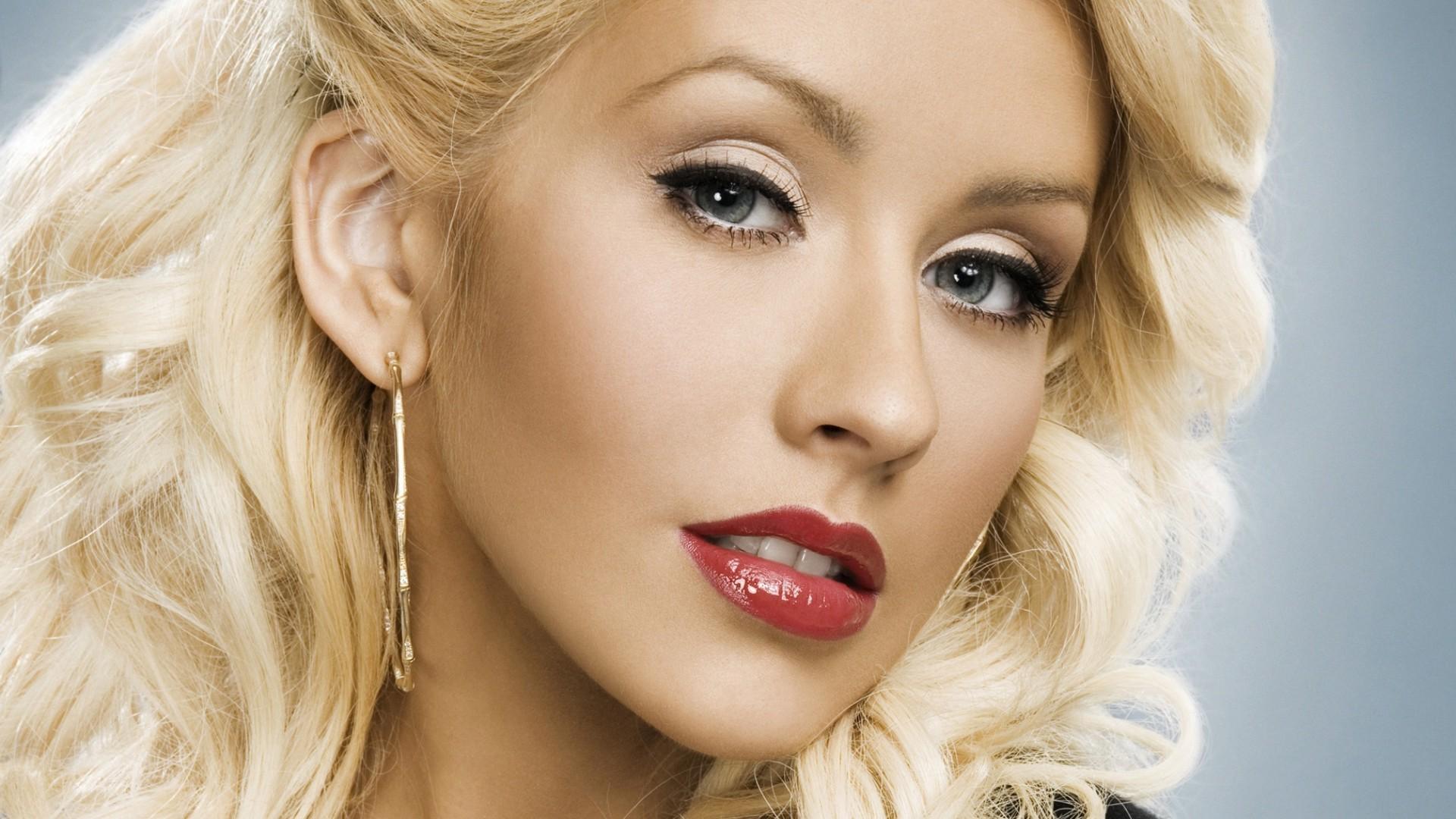 ... Christina Aguilera ...