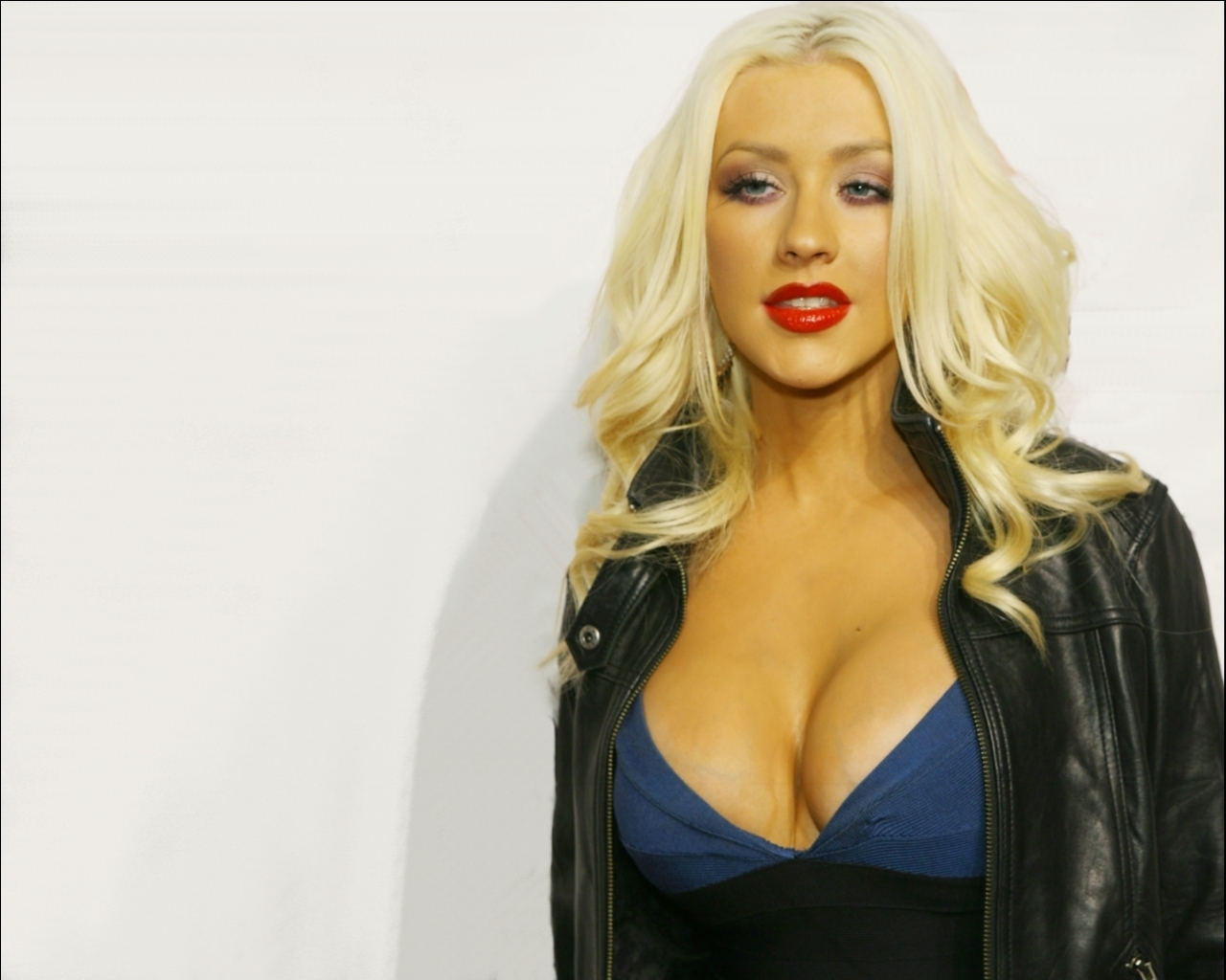 "Christina Aguilera will Launch New Perfume Called ""Secret Potion"""