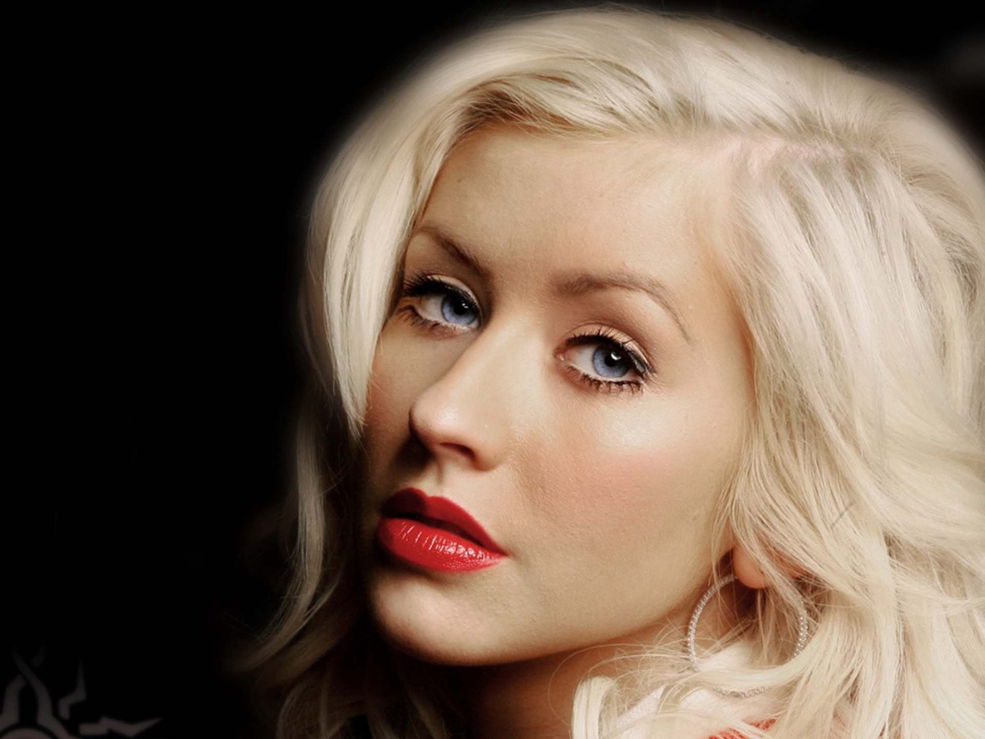 Christina Aguilera Latest Pictures and Biography(19)