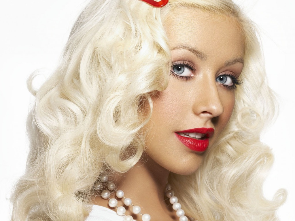 Christina Aguilera Latest Pictures and Biography(27)