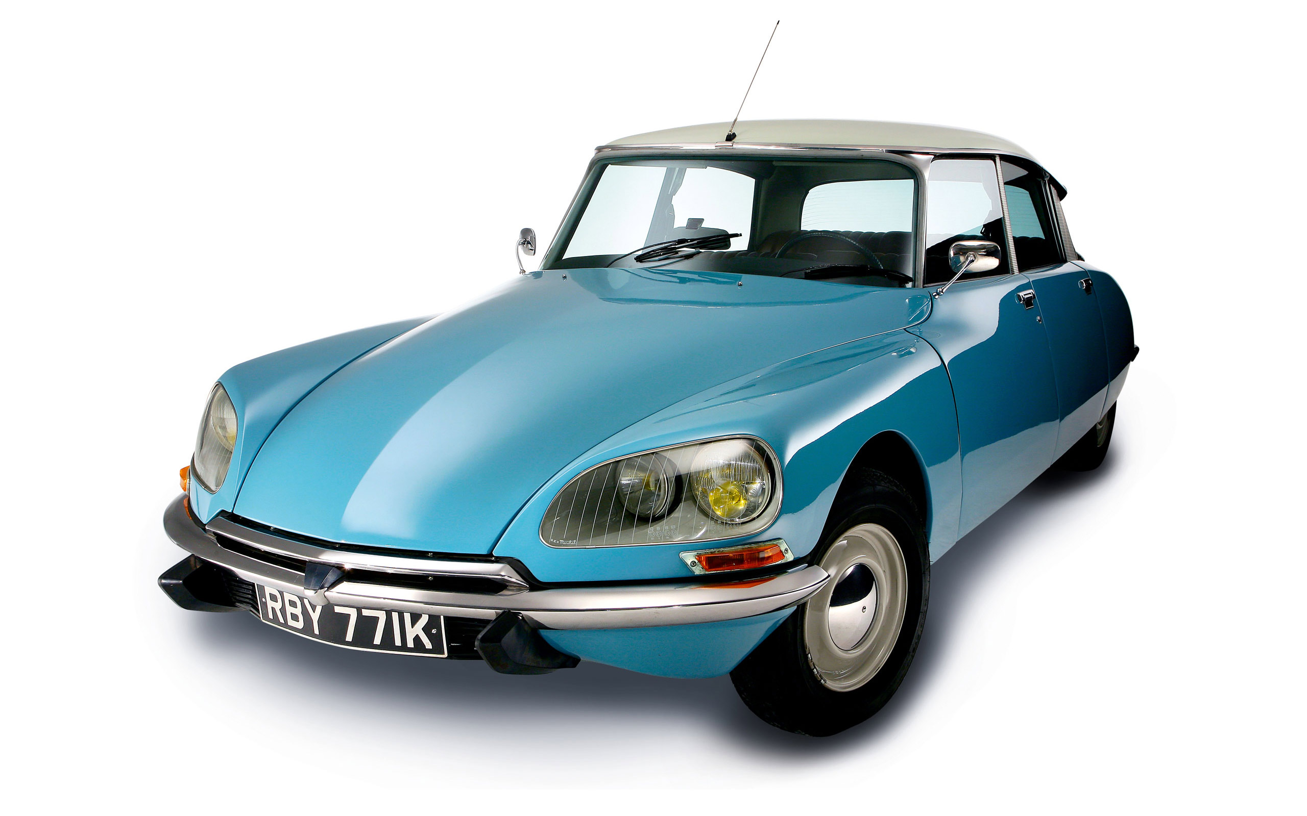 ... Bisschop openly admits to his long-standing love affair with perhaps the most iconic of vintage cars (certainly the most curvaceous) the Citroen DS.