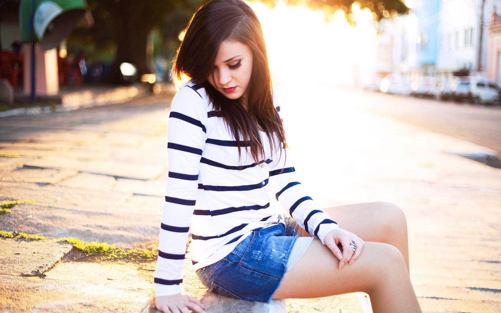 City Brunette Girl Blue Jeans Sweater HD Wallpaper