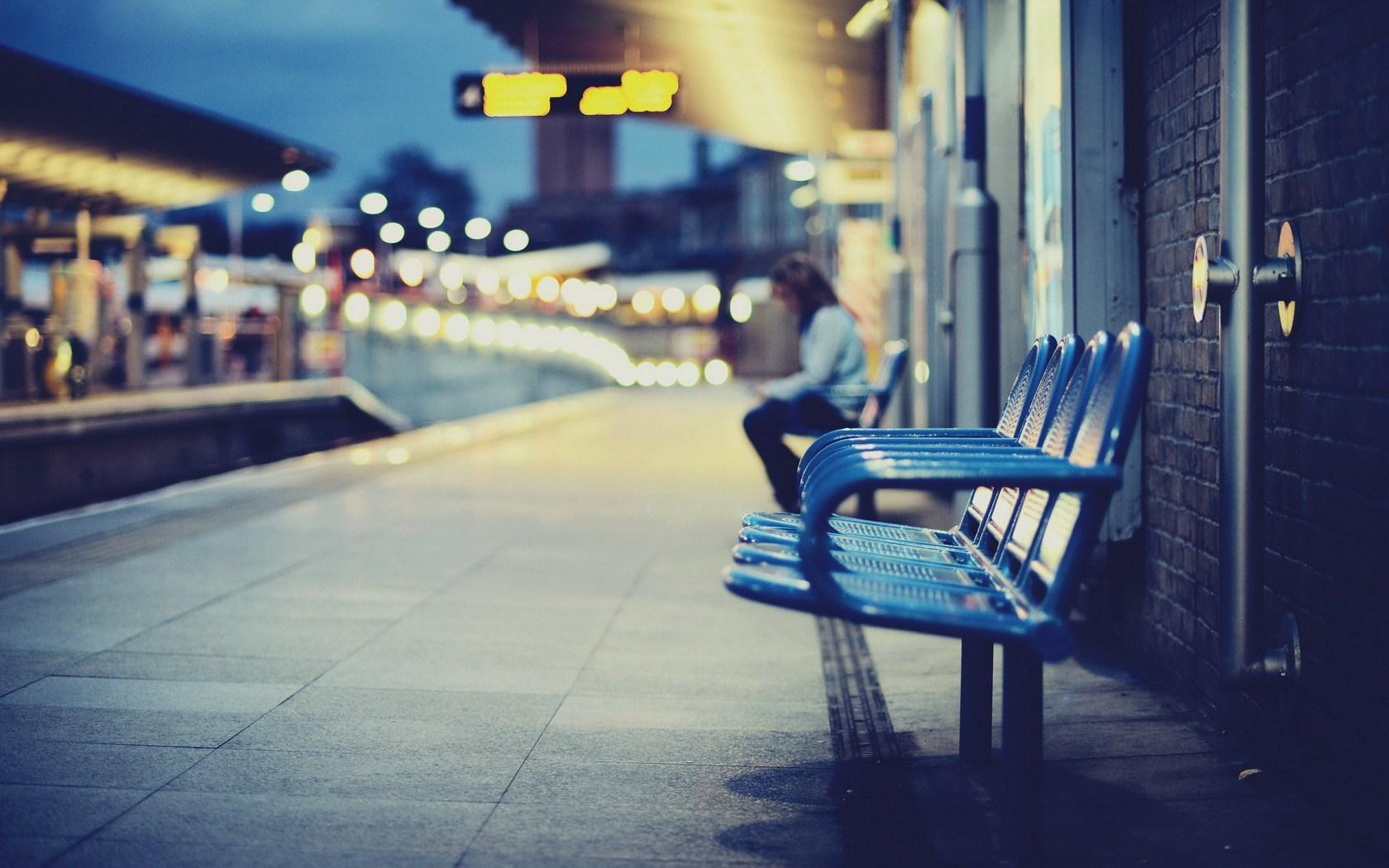 City Railway Station Chairs Blur Photo