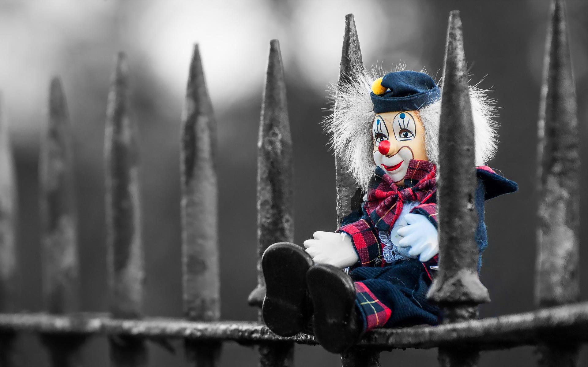 Clown on fence