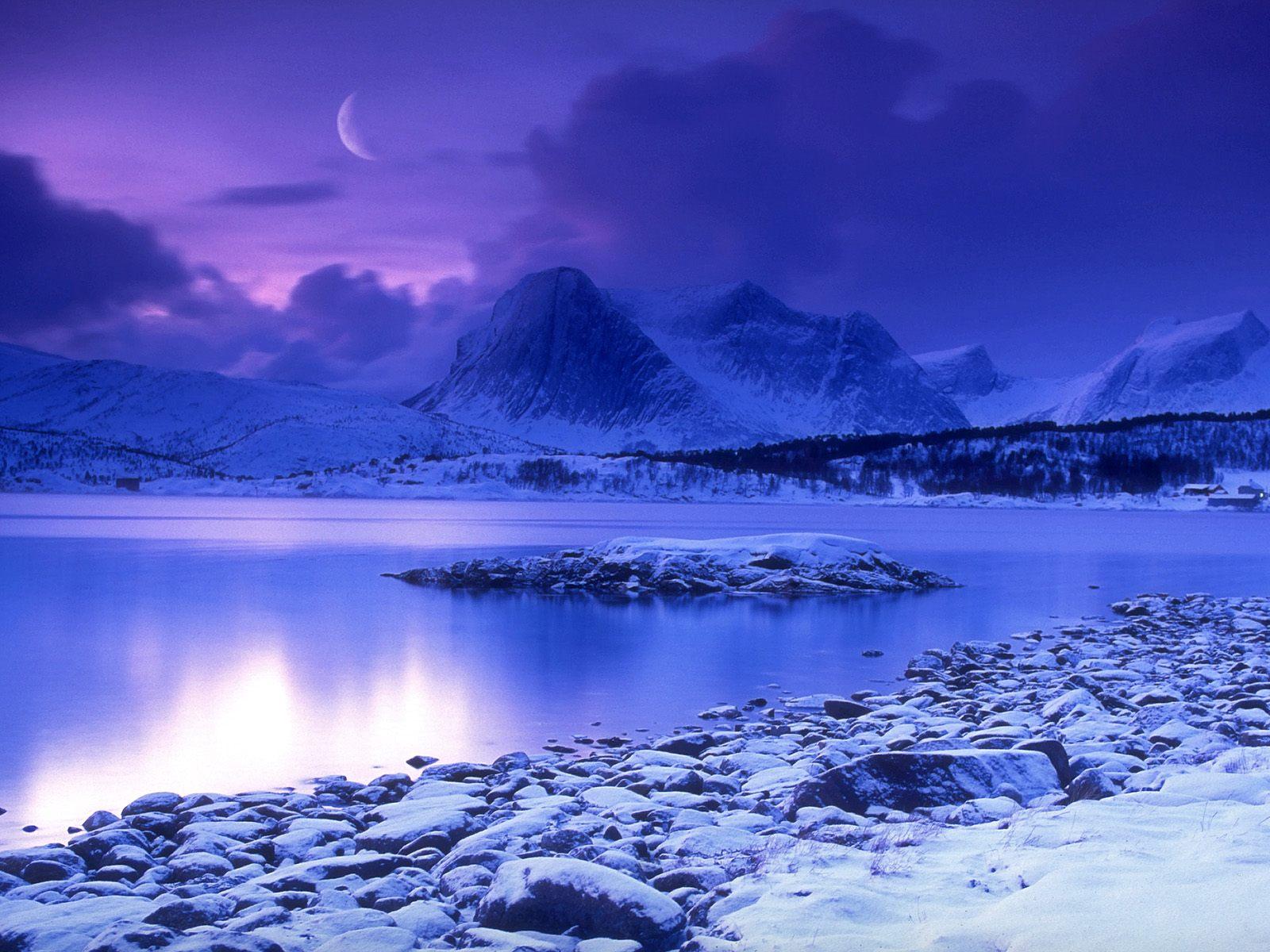 Cold Mountain Lake Wallpaper