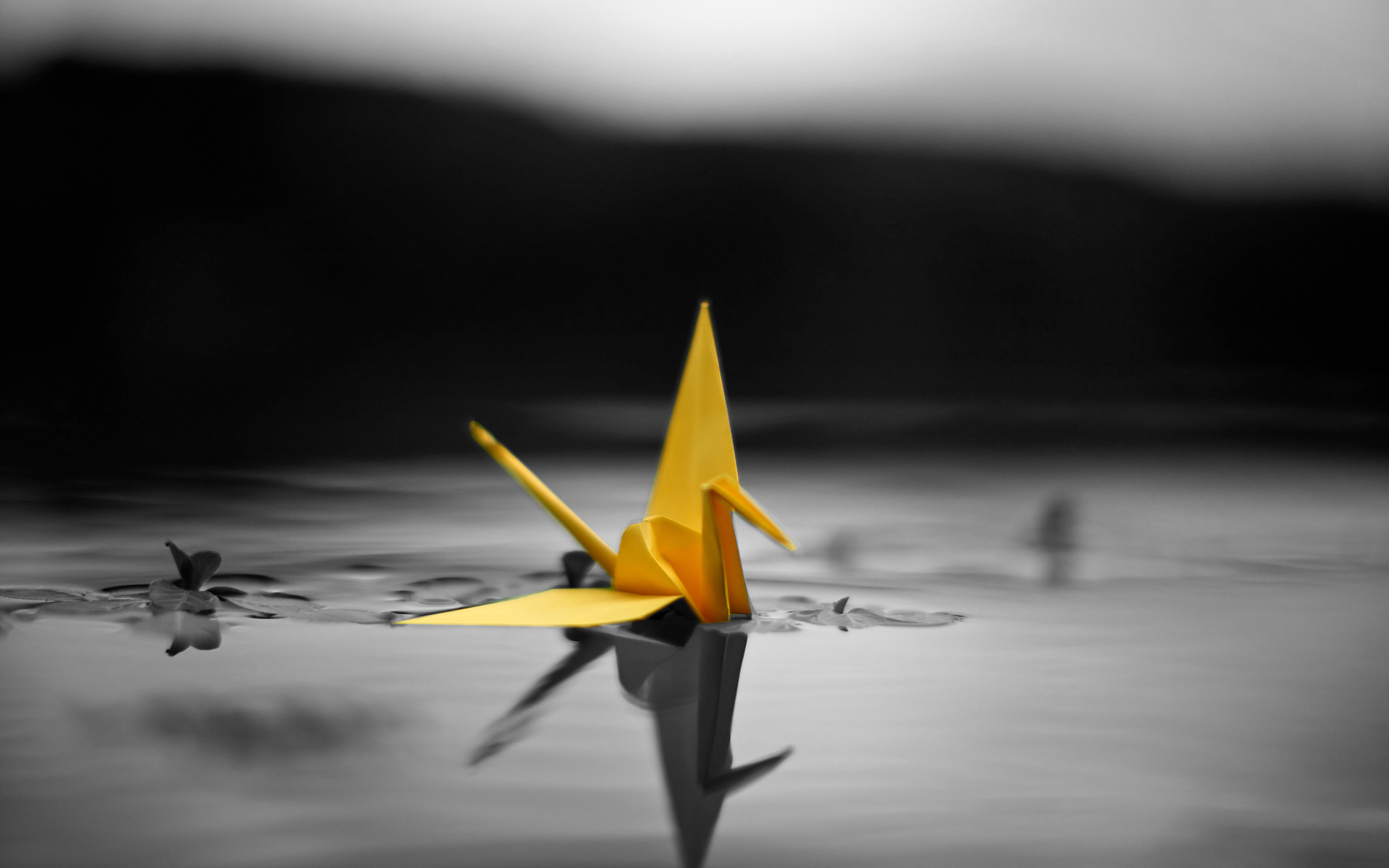 Origami swans macro selective coloring color splash wallpaper