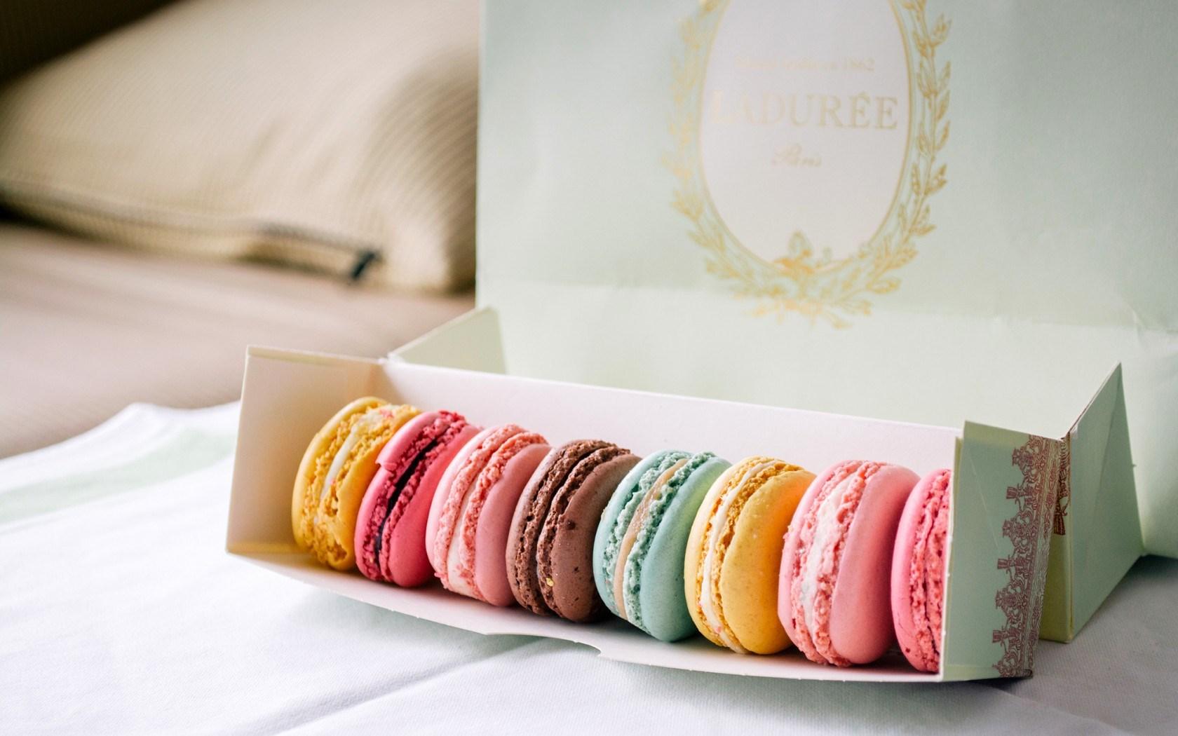 Cookies Macaron Colorful Dessert Box Wallpaper 1680x1050 24139