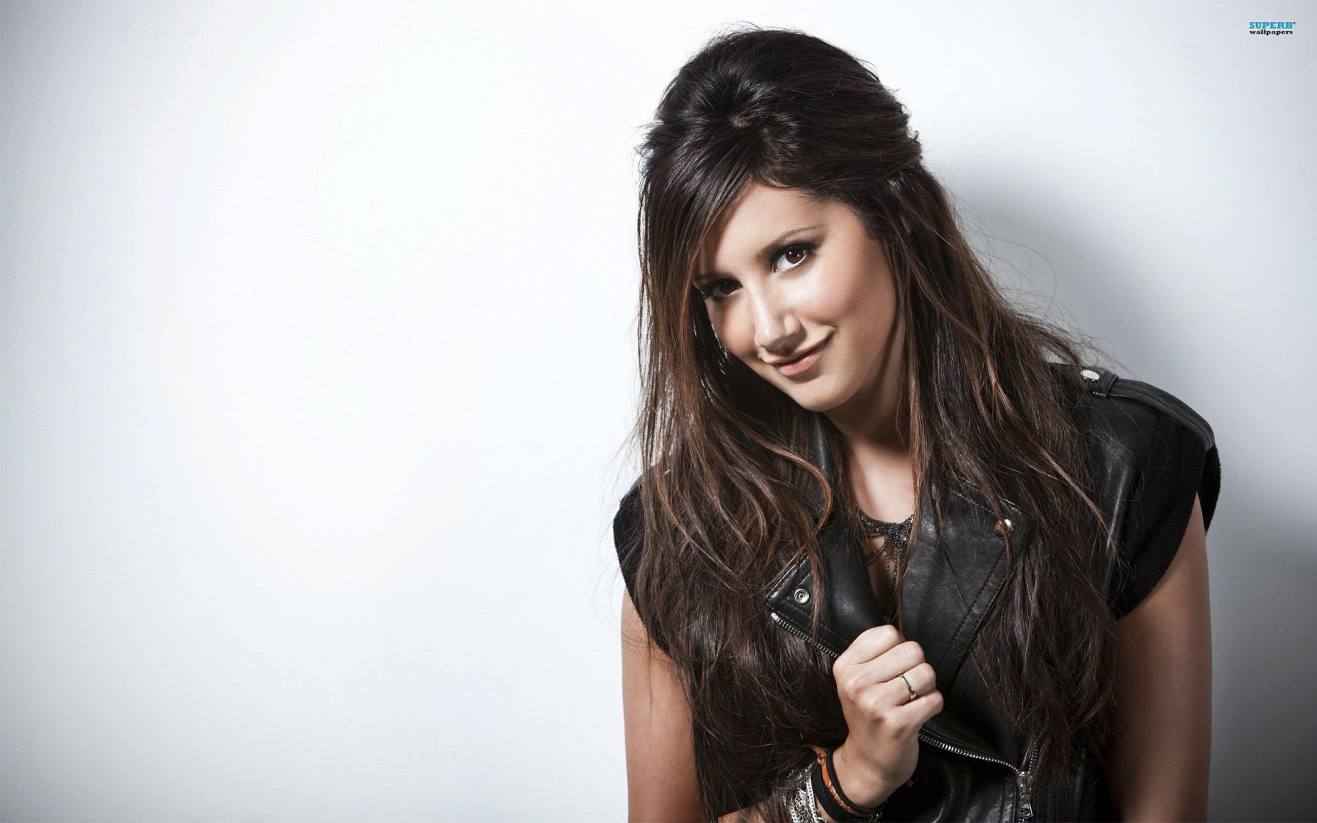 Cool Ashley Tisdale Wallpaper