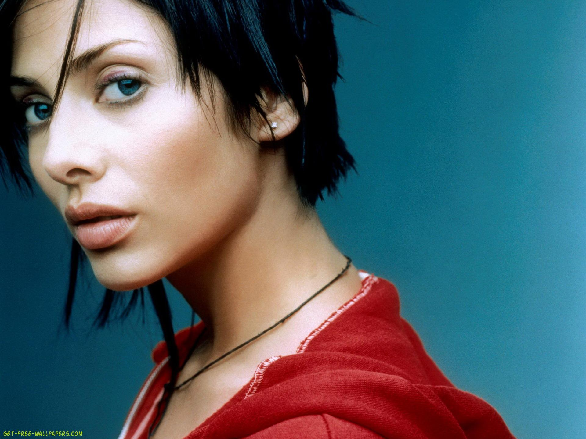 Cool Natalie Imbruglia Wallpaper