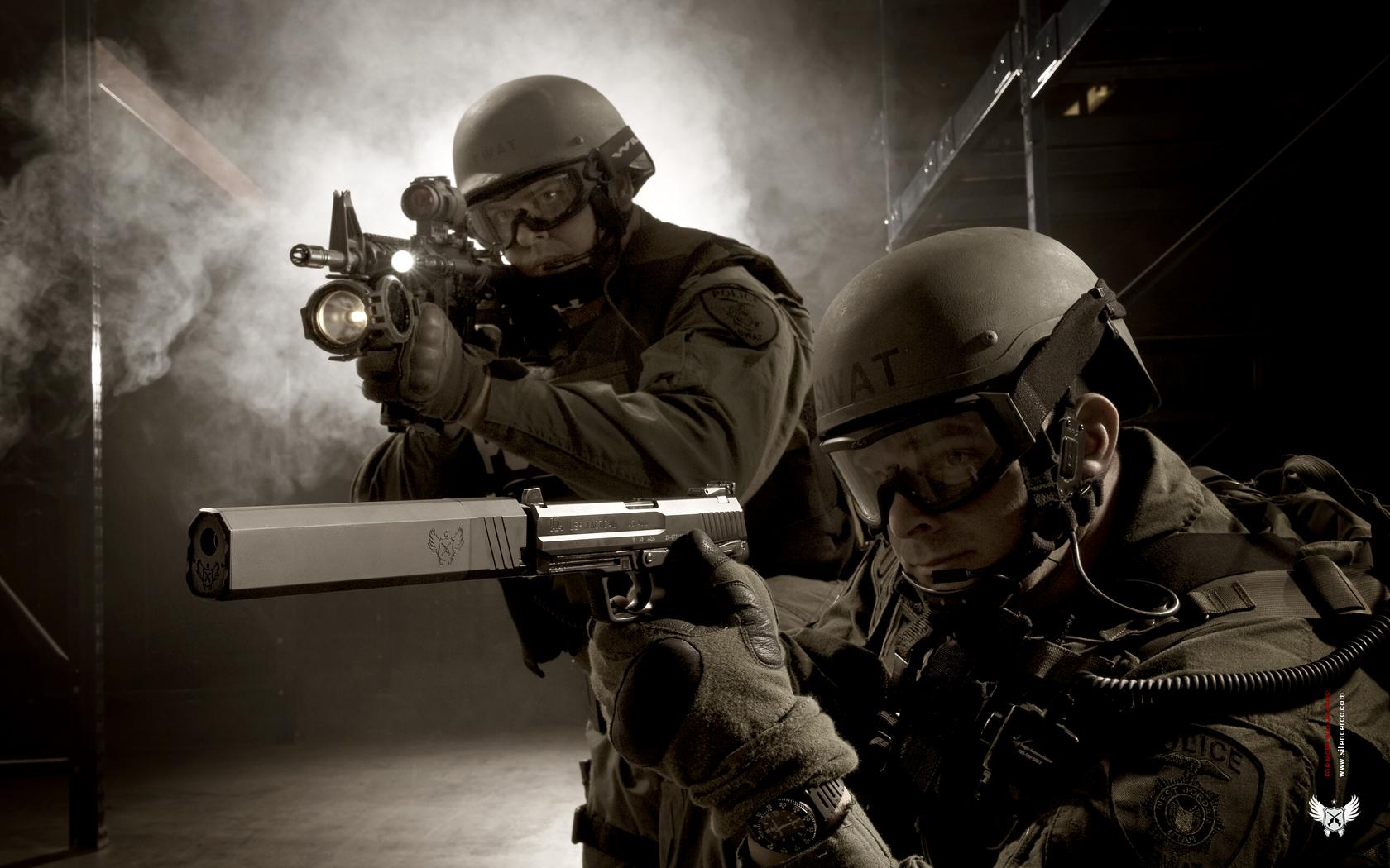 ... swat-gun-silencer-and-suppressor-desktop ...