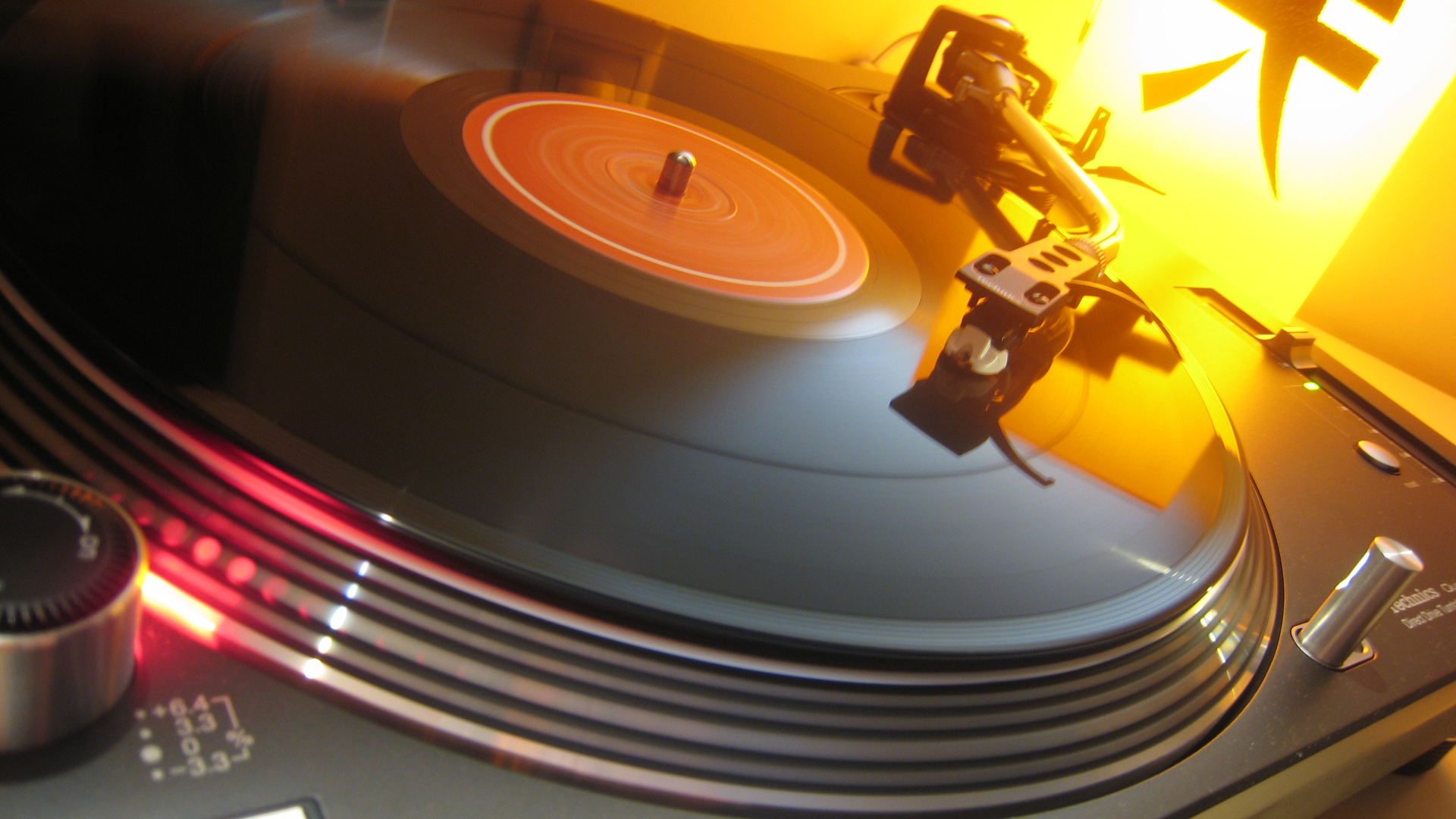 Cool Turntable Wallpaper