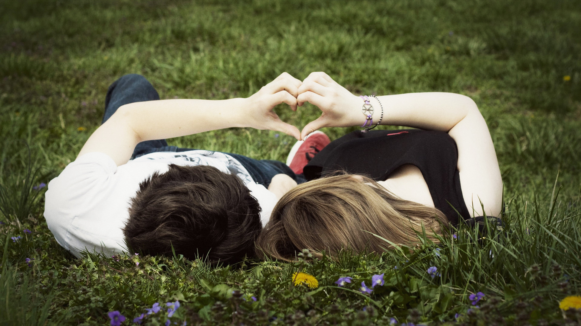 Love Couple HD Wallpaper Free Download