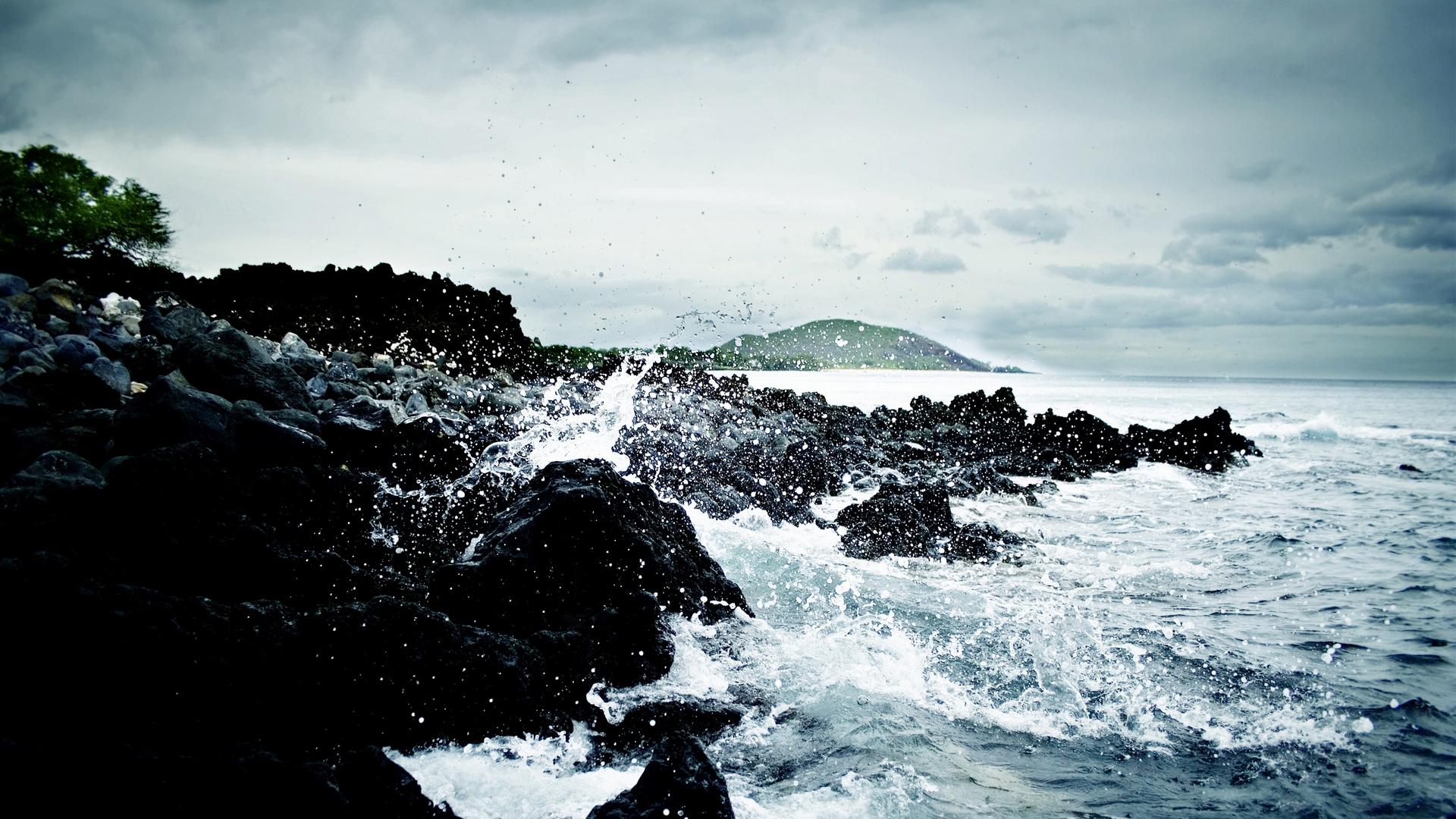 Waves Crashing On Rock Wallpapers