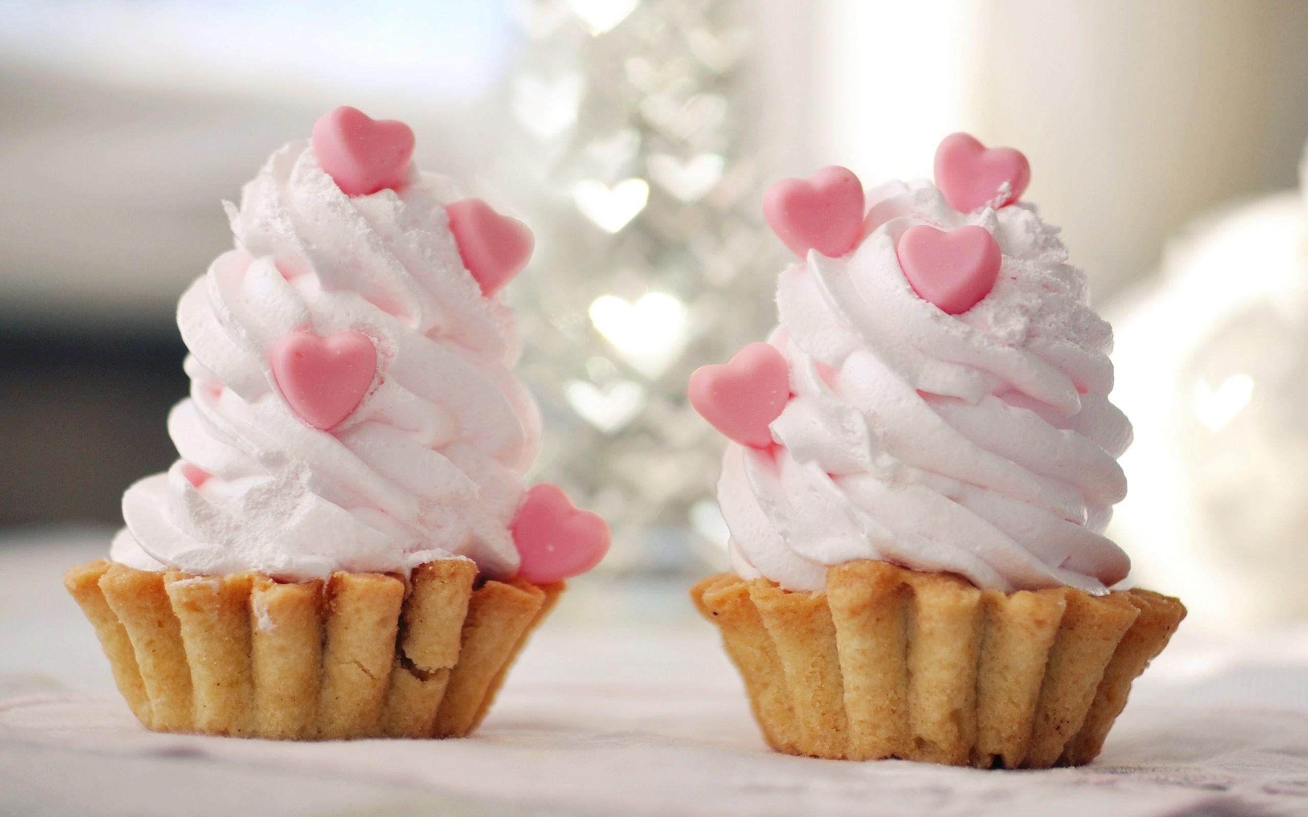 Cream heart cupcakes