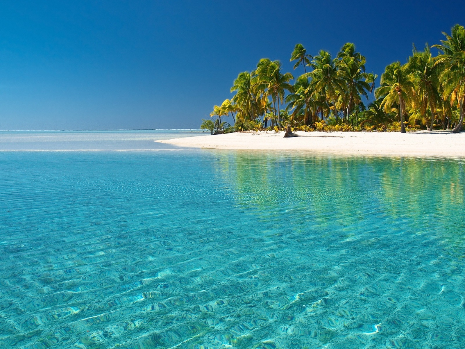 Crystal Clear Beach Wallpaper in 1600x1200 Normal