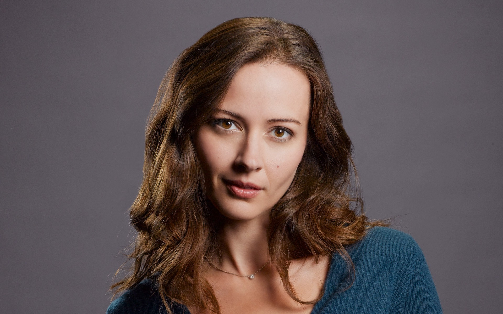 Cute Amy Acker Wallpaper