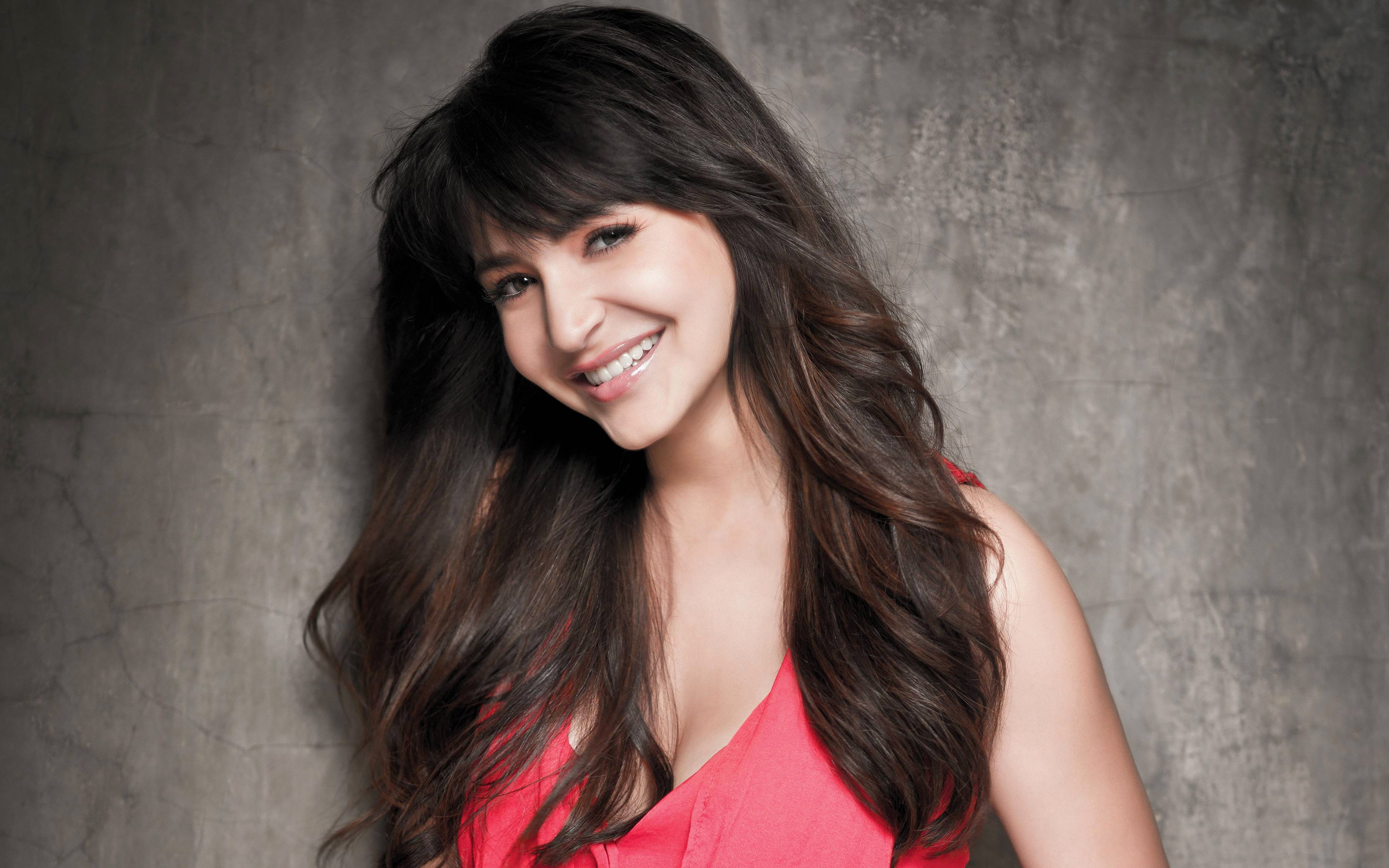 Cute Anushka Sharma Wallpaper
