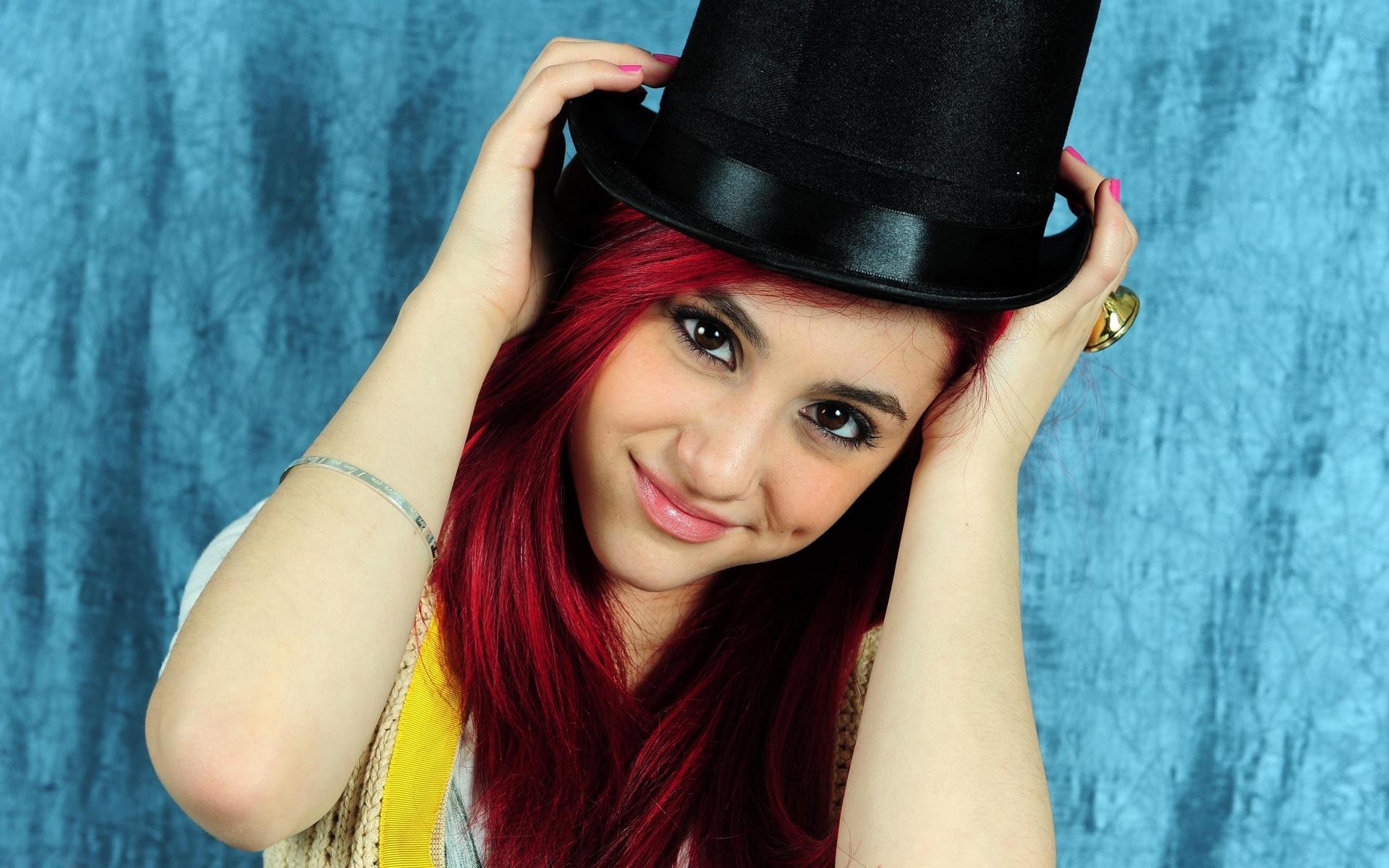 Cute Ariana Grande Wallpaper